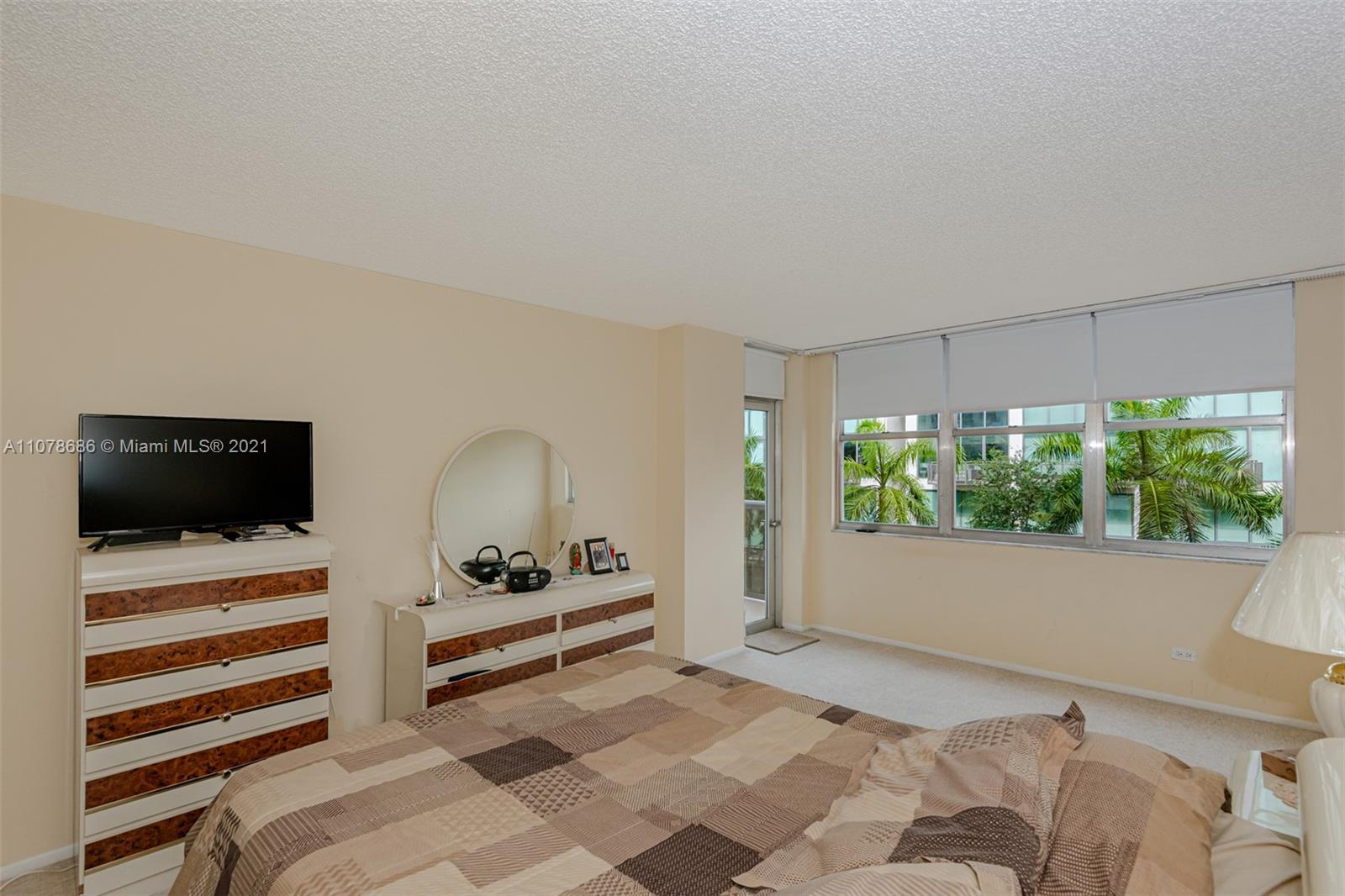 6039 Collins Ave #530 photo022