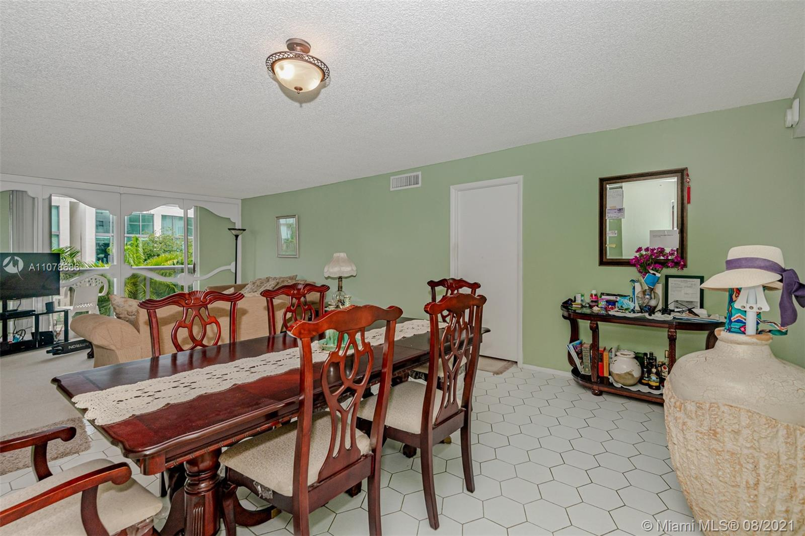 6039 Collins Ave #530 photo09