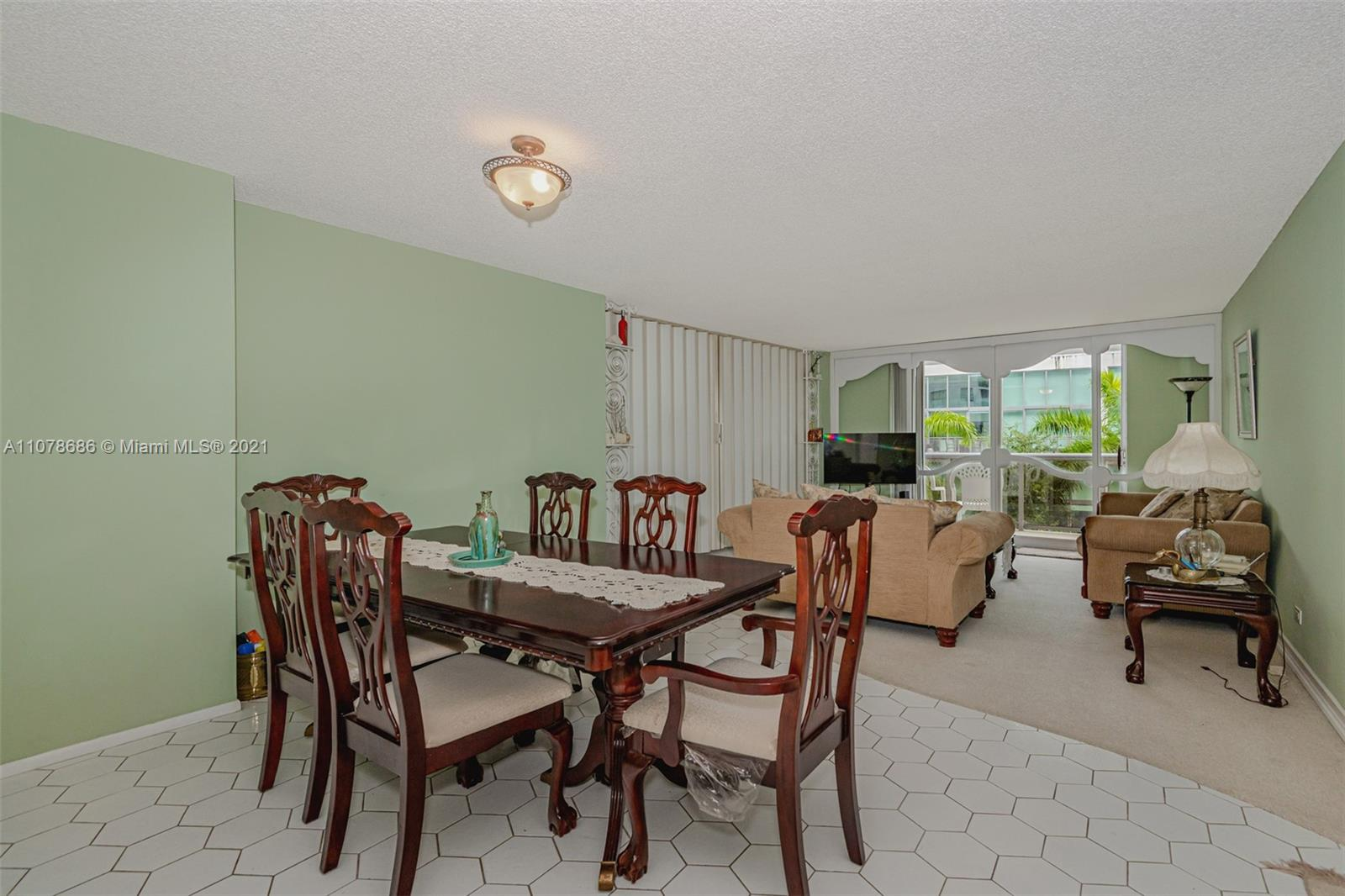 6039 Collins Ave #530 photo08
