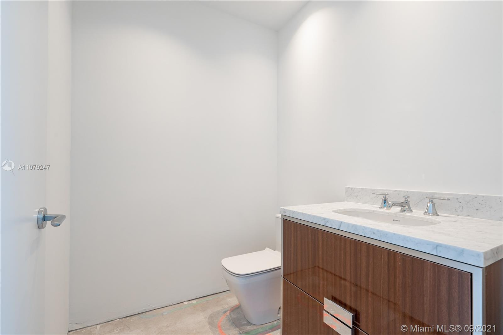 15701 Collins Ave #802 photo017