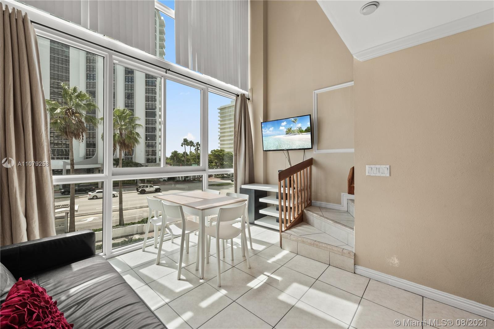 5445 Collins Ave #BAY9 photo02
