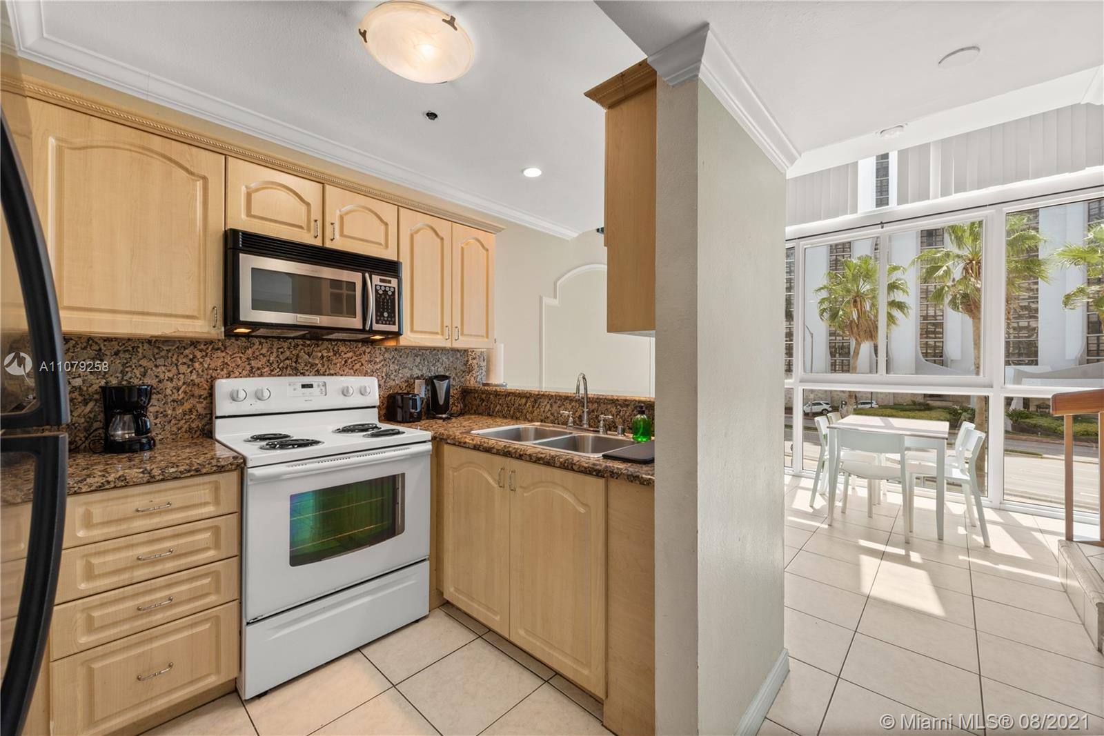 5445 Collins Ave #BAY9 photo03