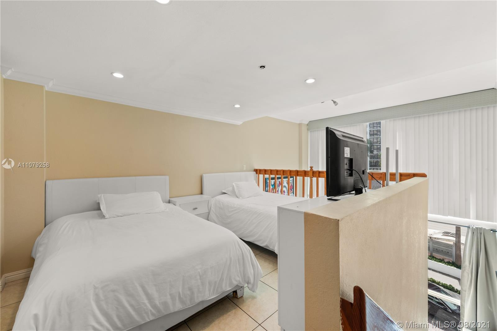 5445 Collins Ave #BAY9 photo05