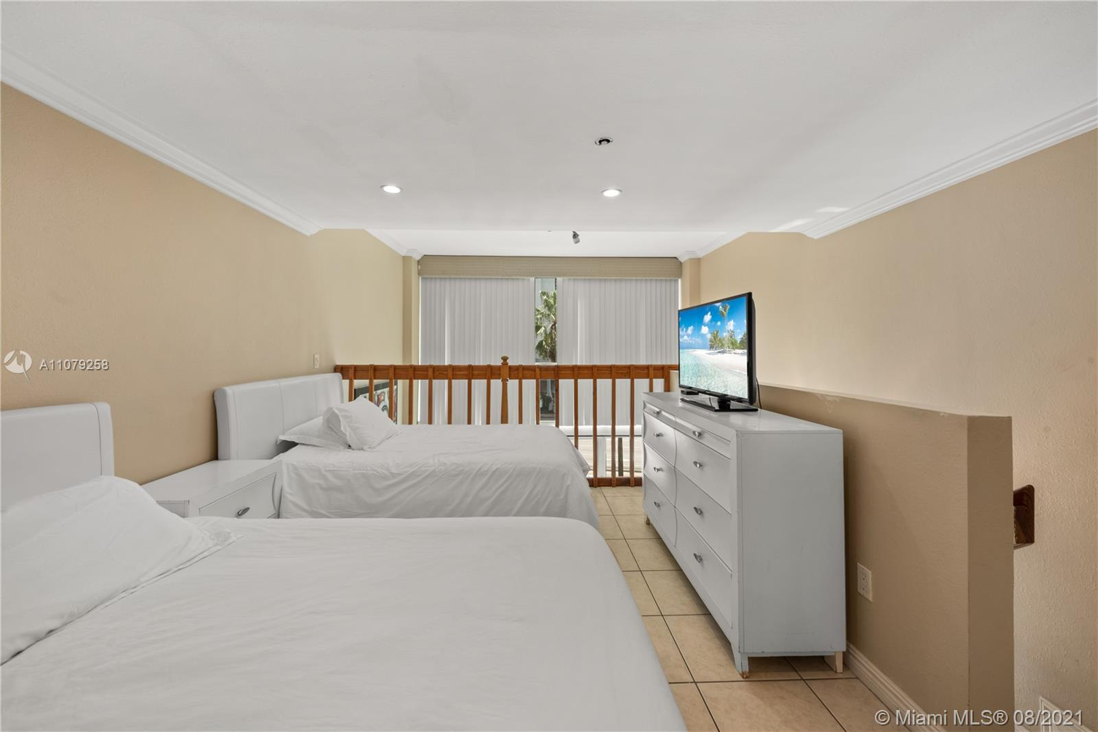 5445 Collins Ave #BAY9 photo04