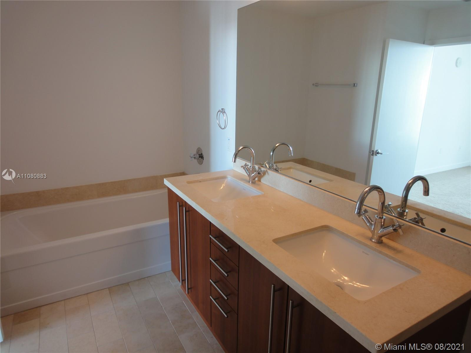 1111 SW 1st Ave #3122-N photo010