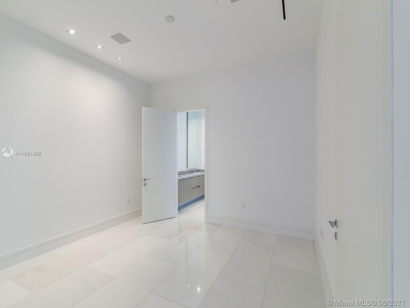 17141 Collins Ave #401 photo09
