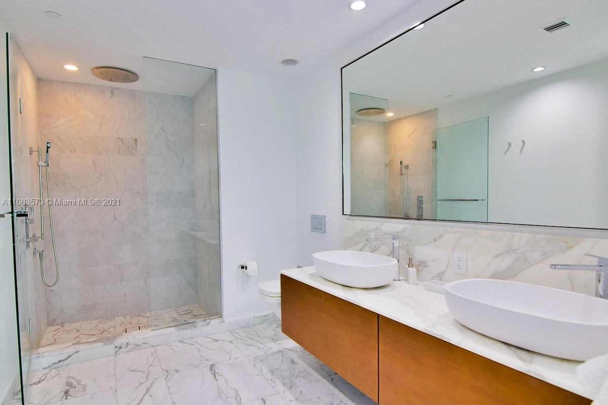 10201 Collins Ave #604 photo012