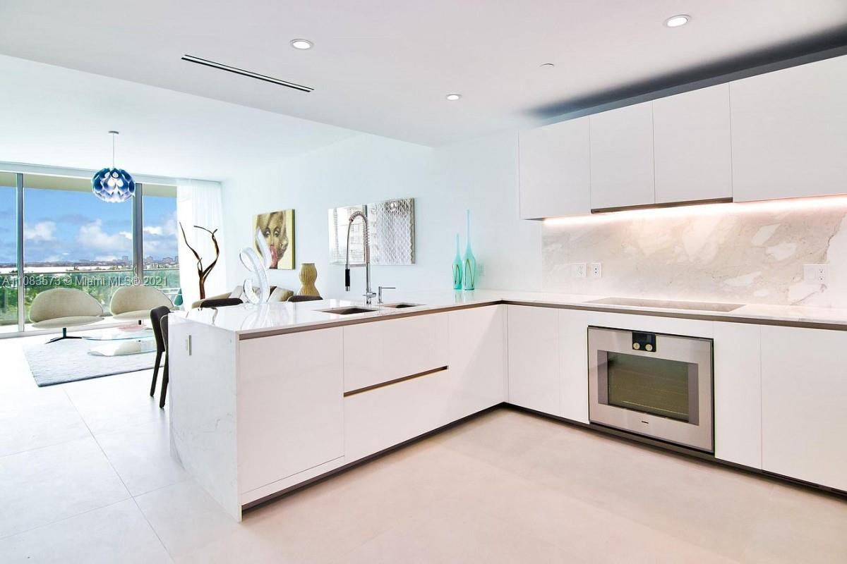 10201 Collins Ave #604 photo05