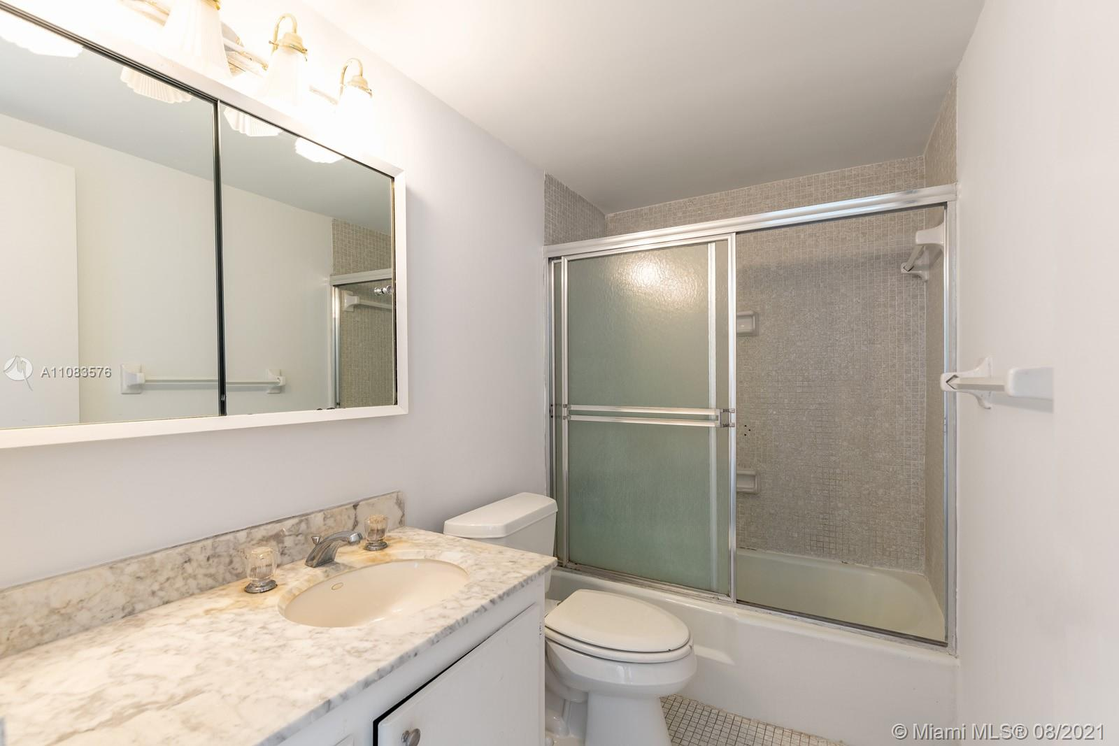 5601 Collins Ave #1521 photo011
