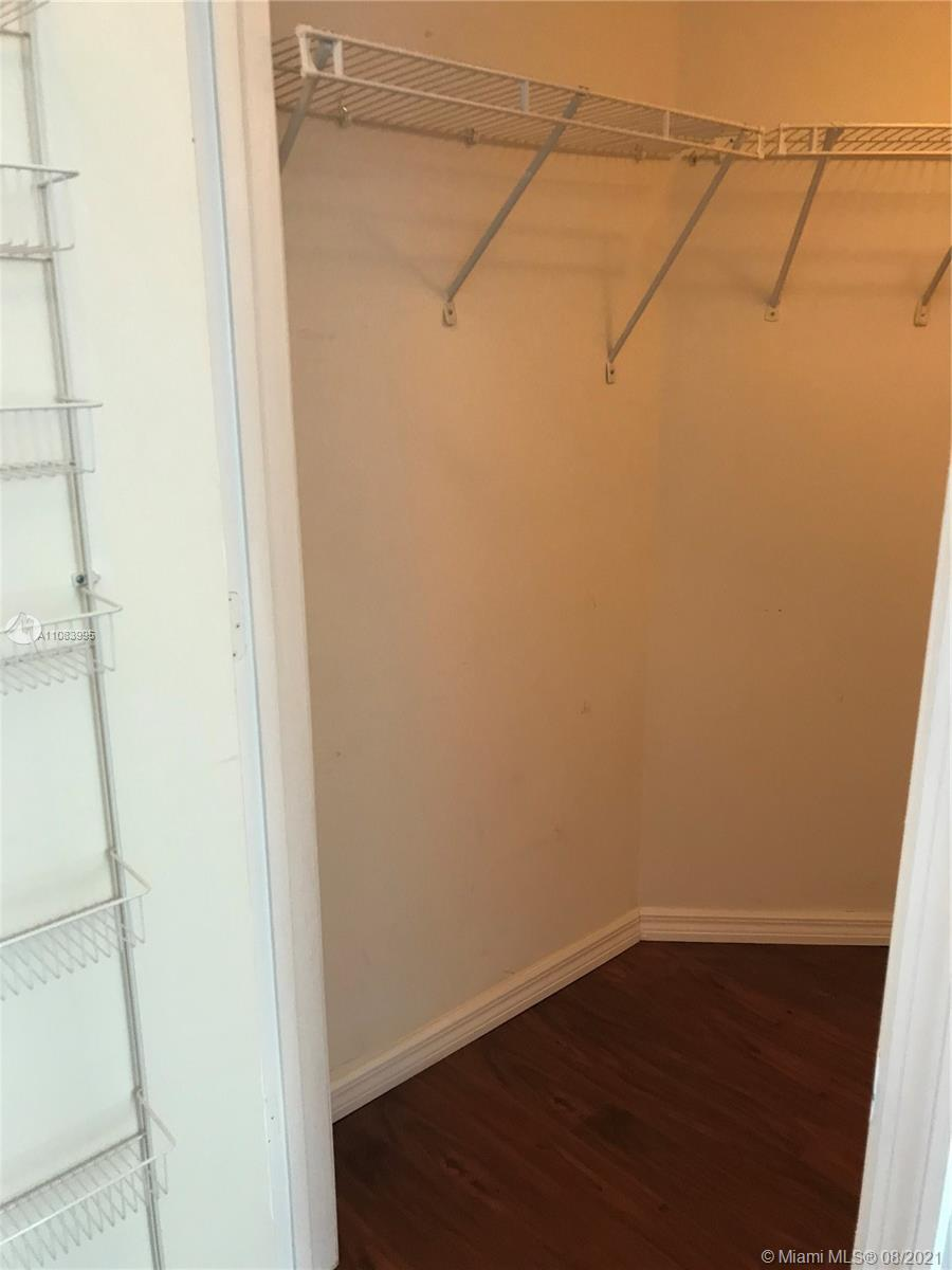 9201 Collins Ave #524 photo08
