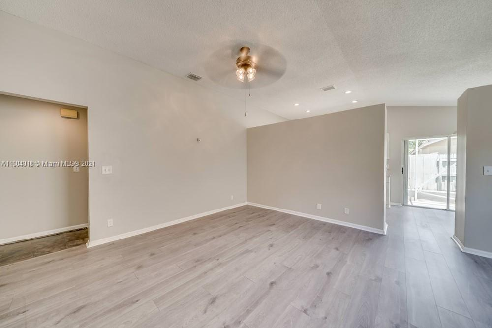 18323 NW 7th #18323 photo05