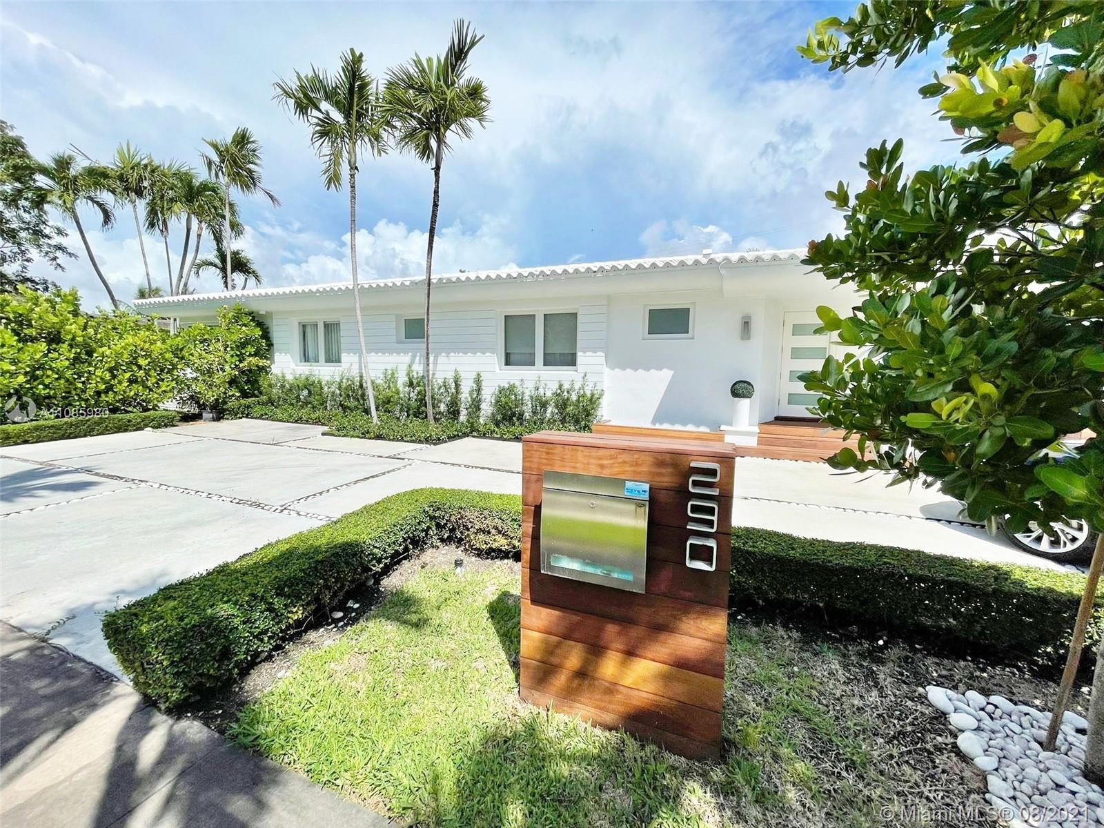 Bay Heights - 290 E Shore Dr E, Miami, FL 33133