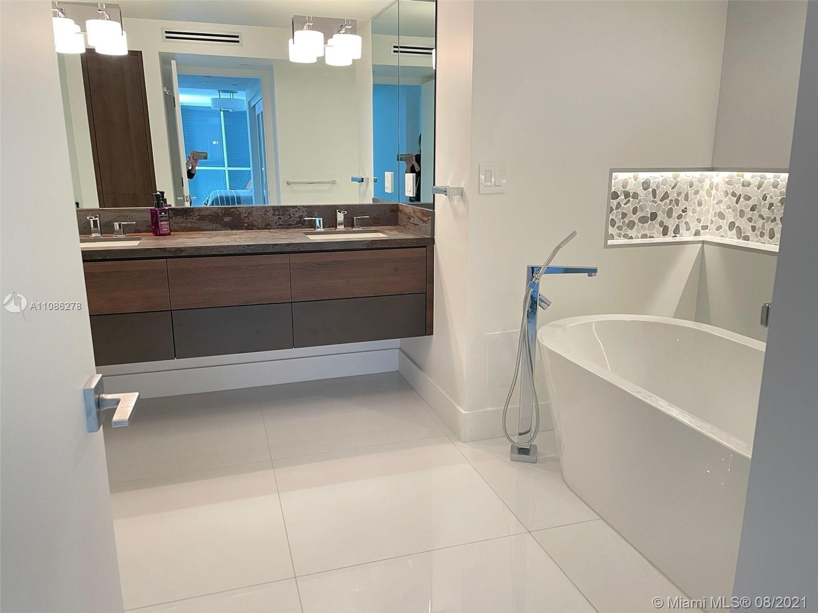 16711 Collins Ave #1107 photo021