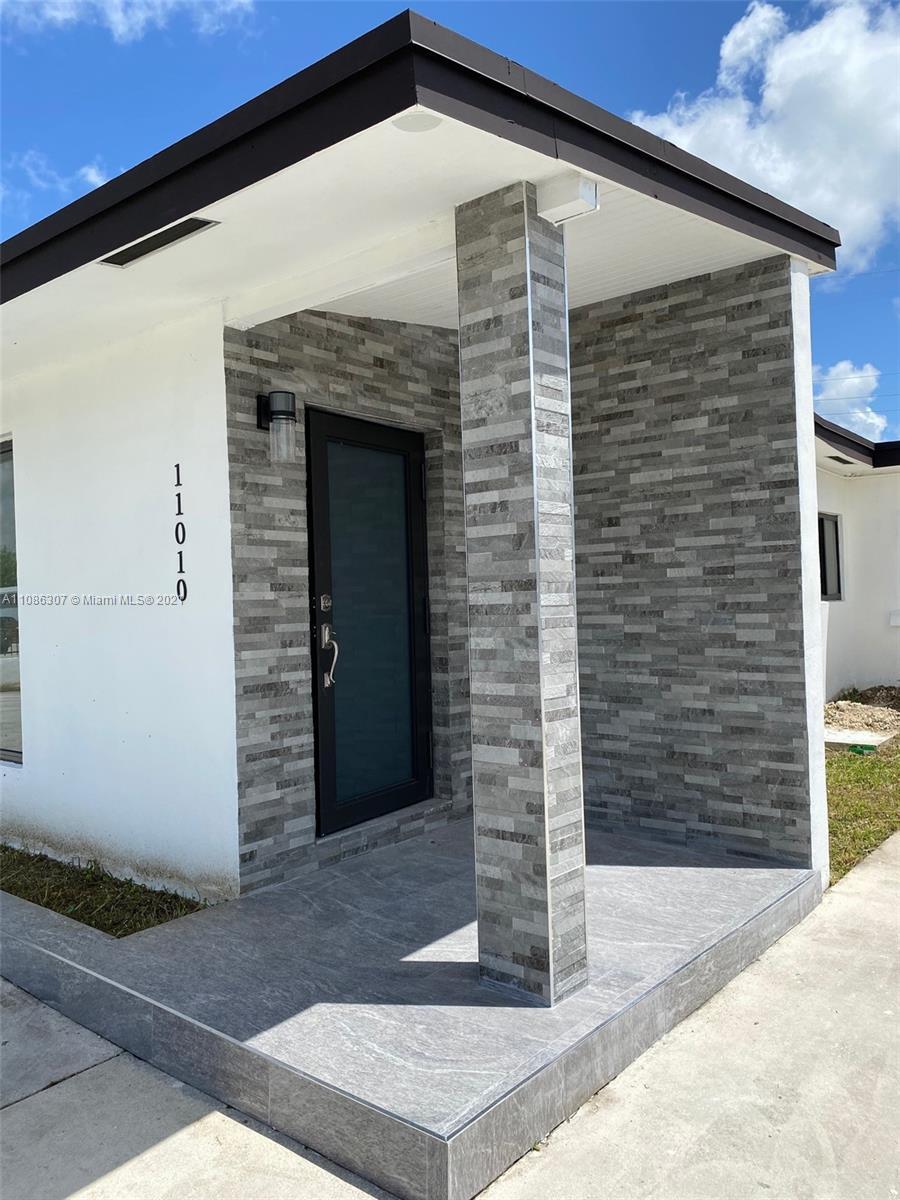 Westwood Lake - 11010 SW 42nd St, Miami, FL 33165