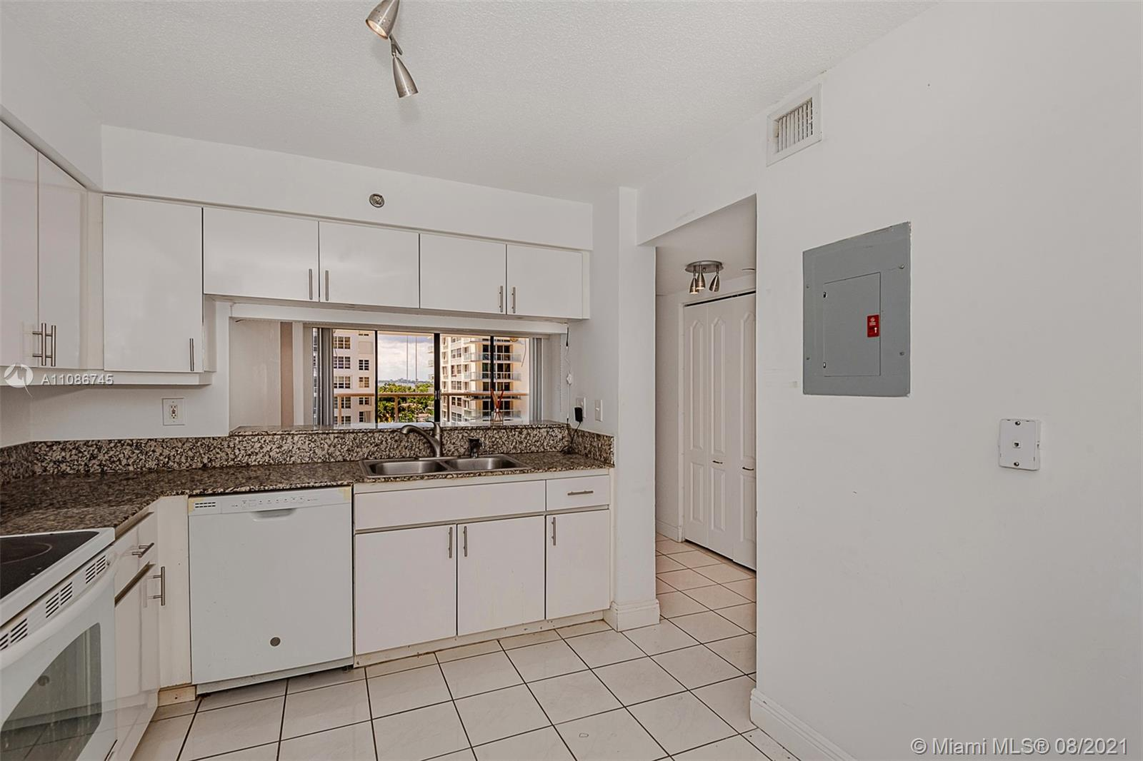 5757 Collins Ave #1002 photo015