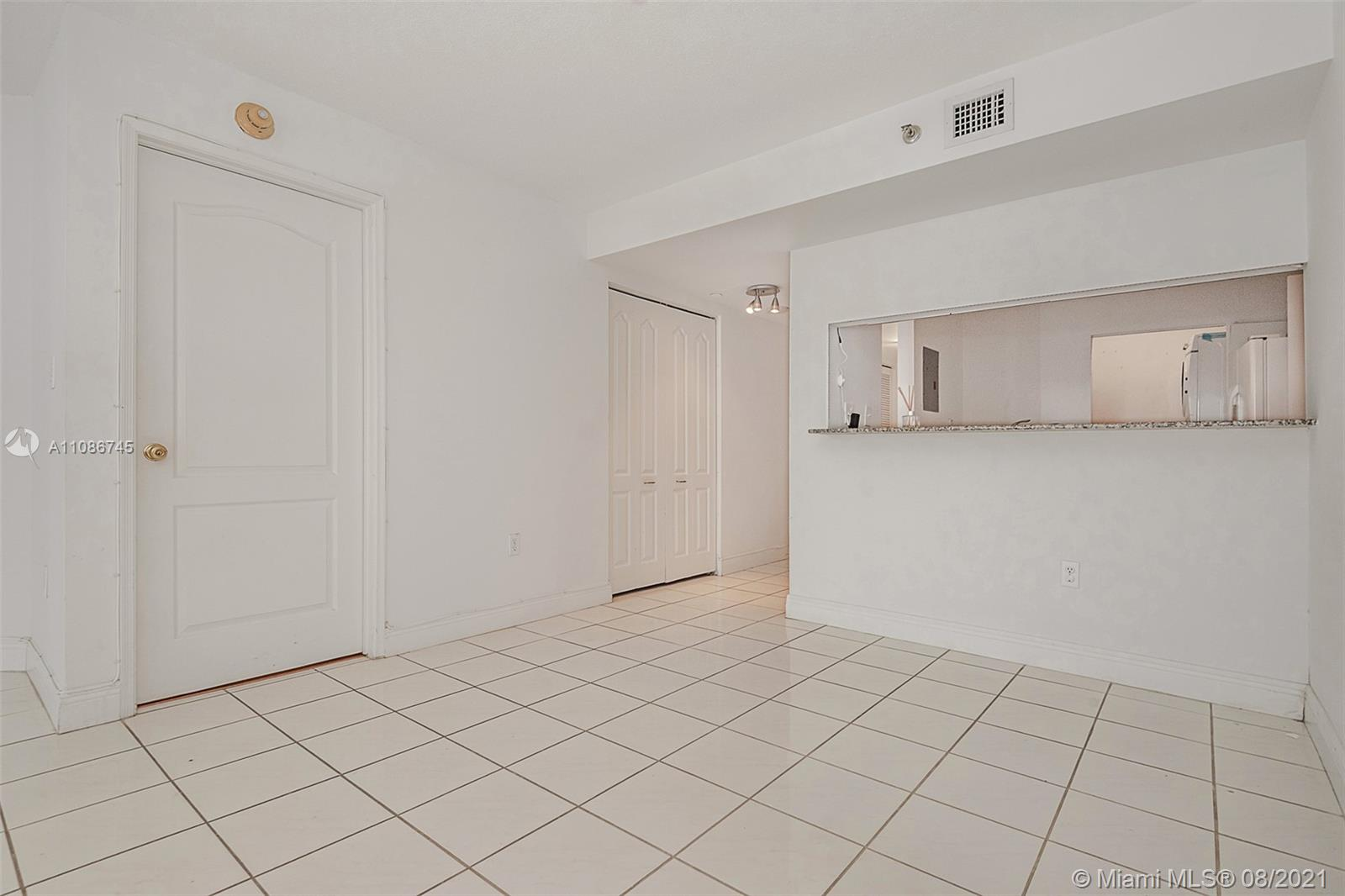 5757 Collins Ave #1002 photo08