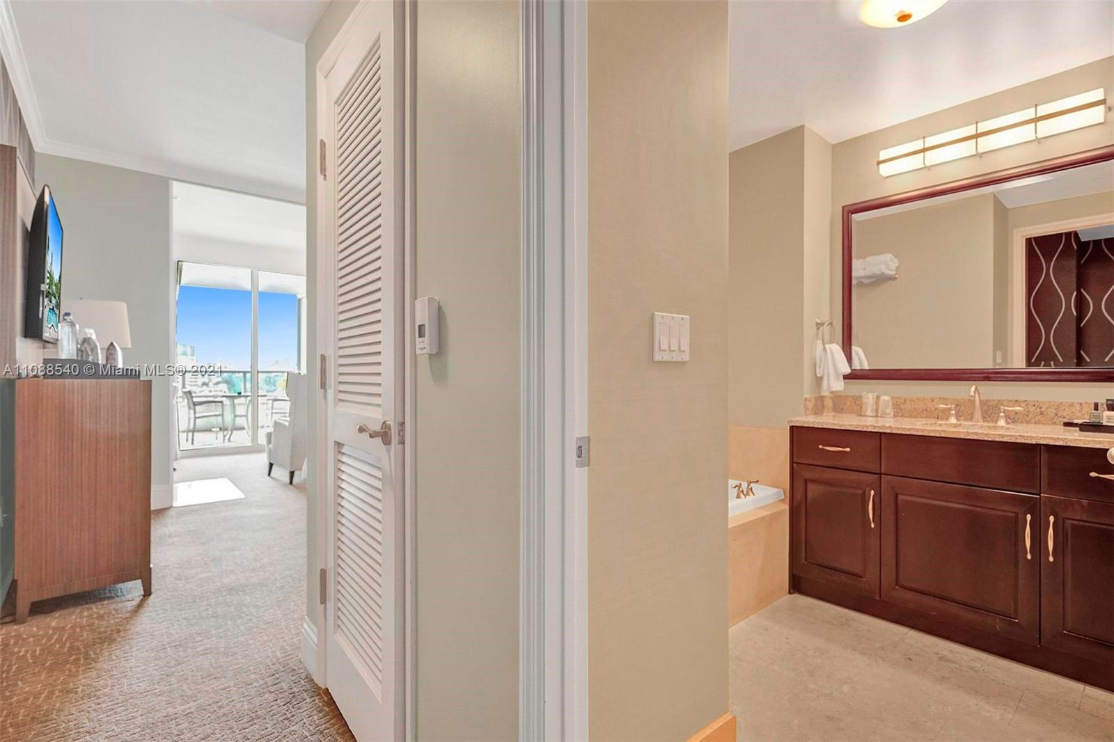 4401 Collins Ave #808 photo014