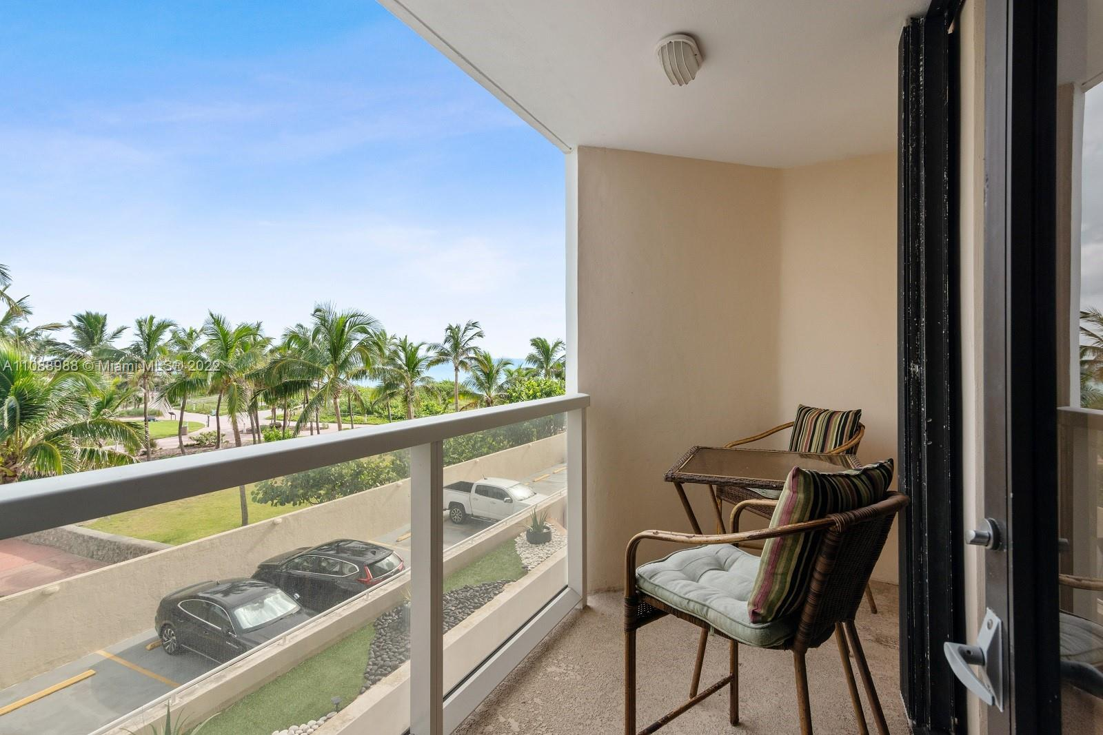 6423 Collins Ave #308 photo02