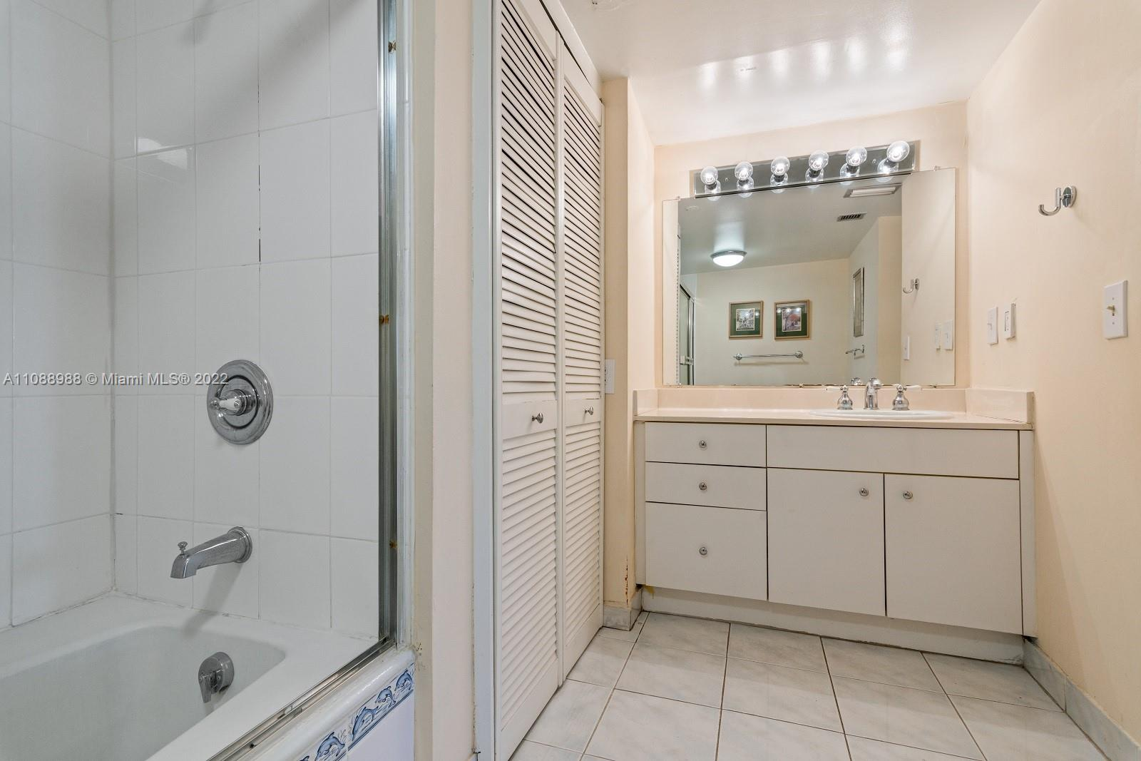 6423 Collins Ave #308 photo013