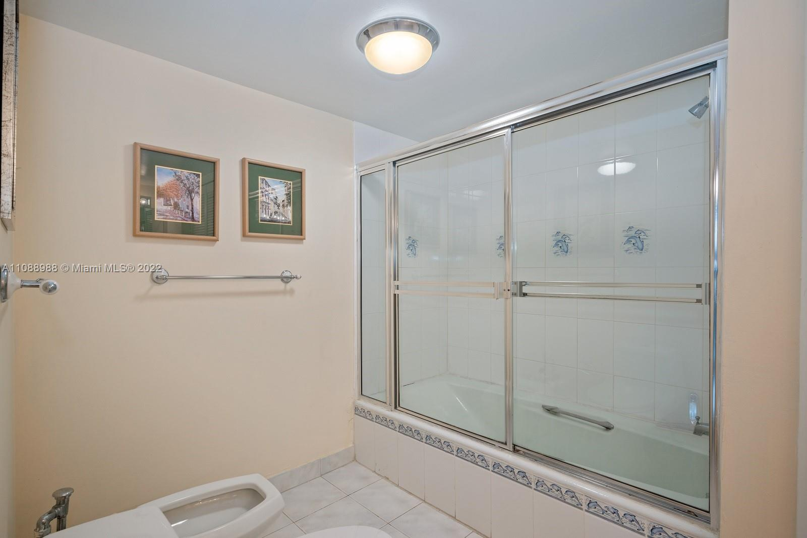 6423 Collins Ave #308 photo012