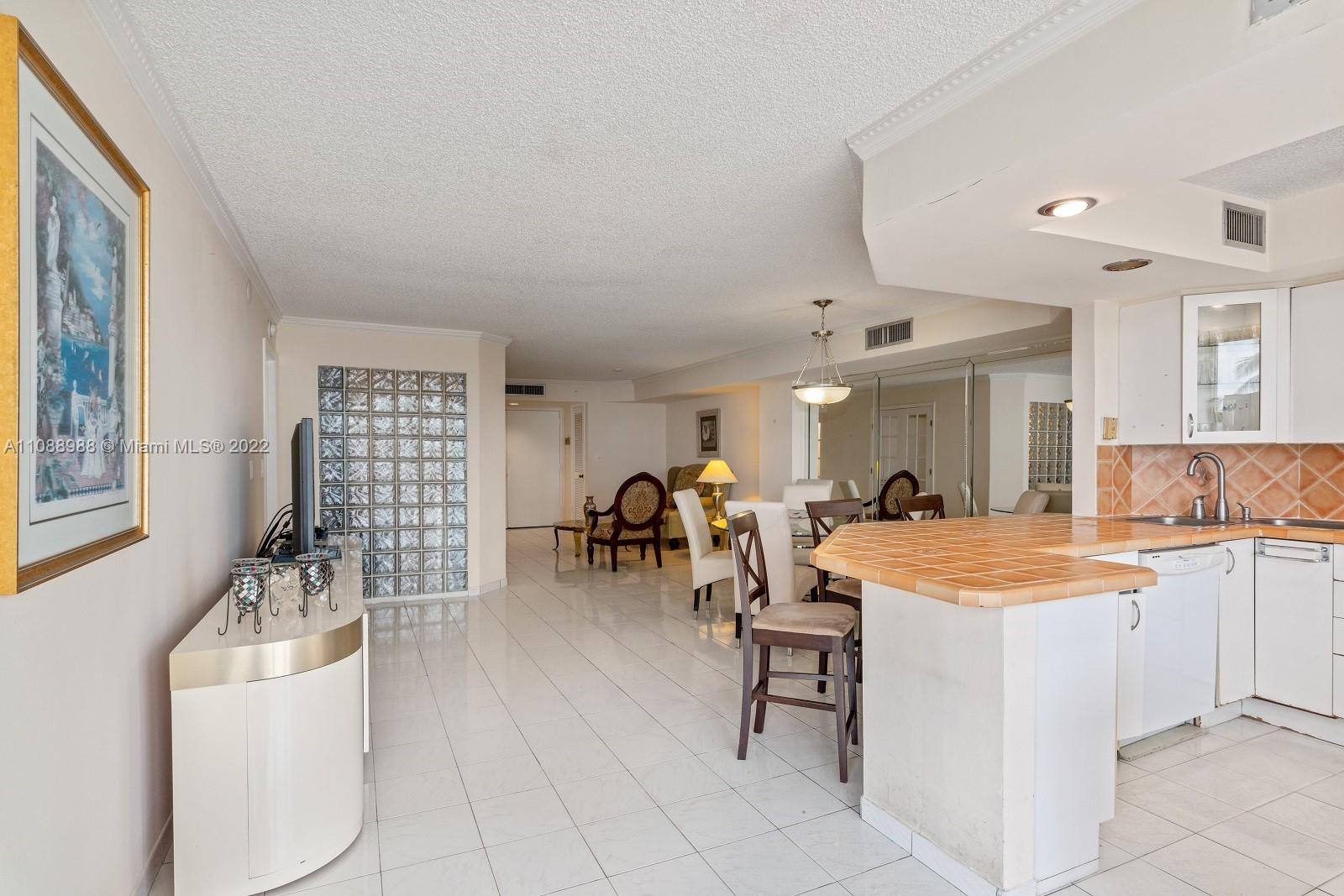 6423 Collins Ave #308 photo07