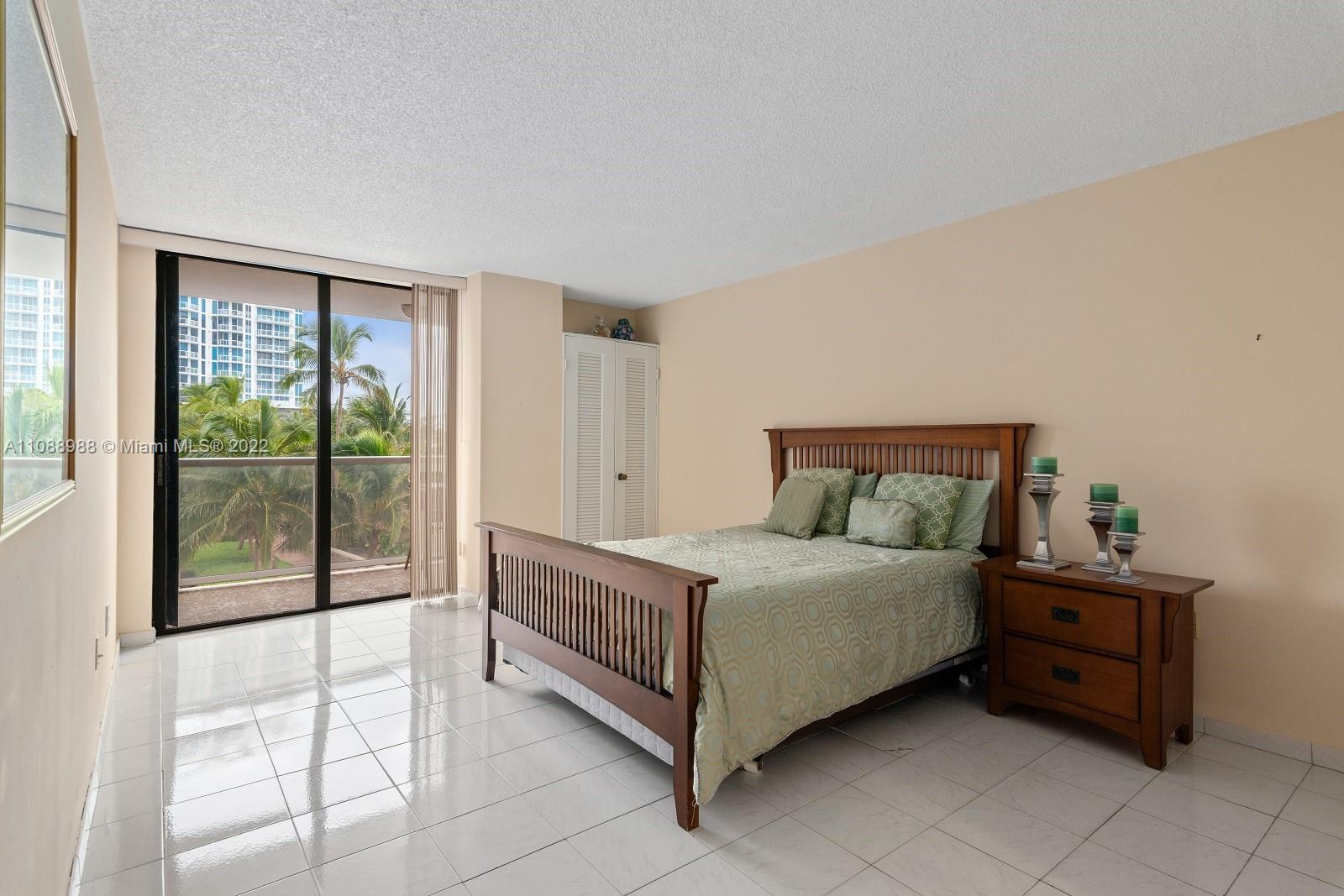 6423 Collins Ave #308 photo010