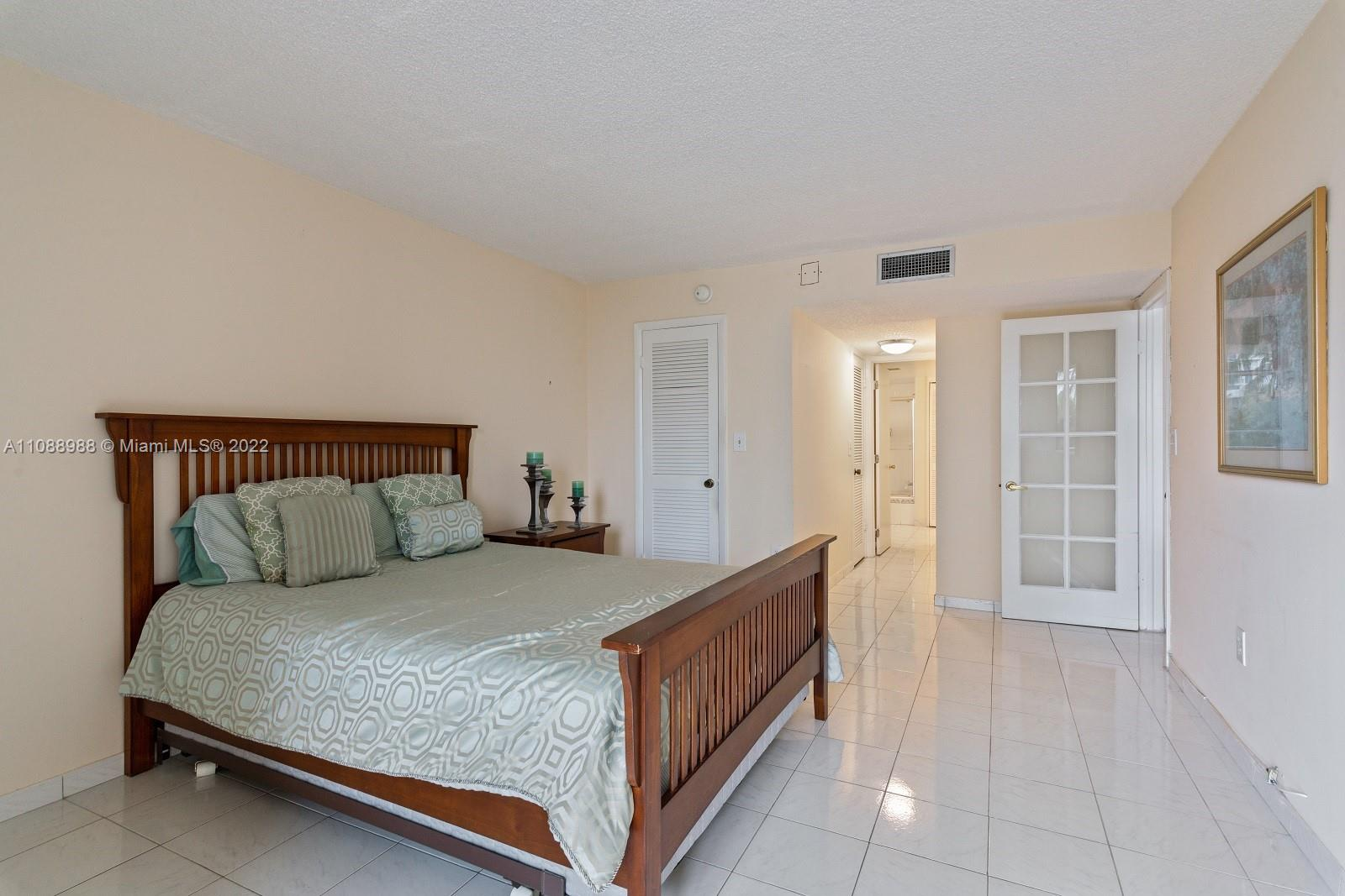 6423 Collins Ave #308 photo011