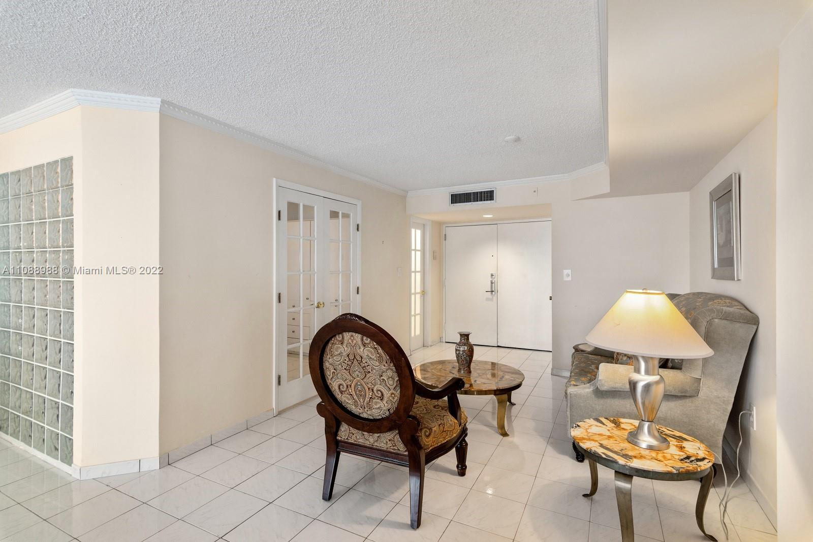 6423 Collins Ave #308 photo04
