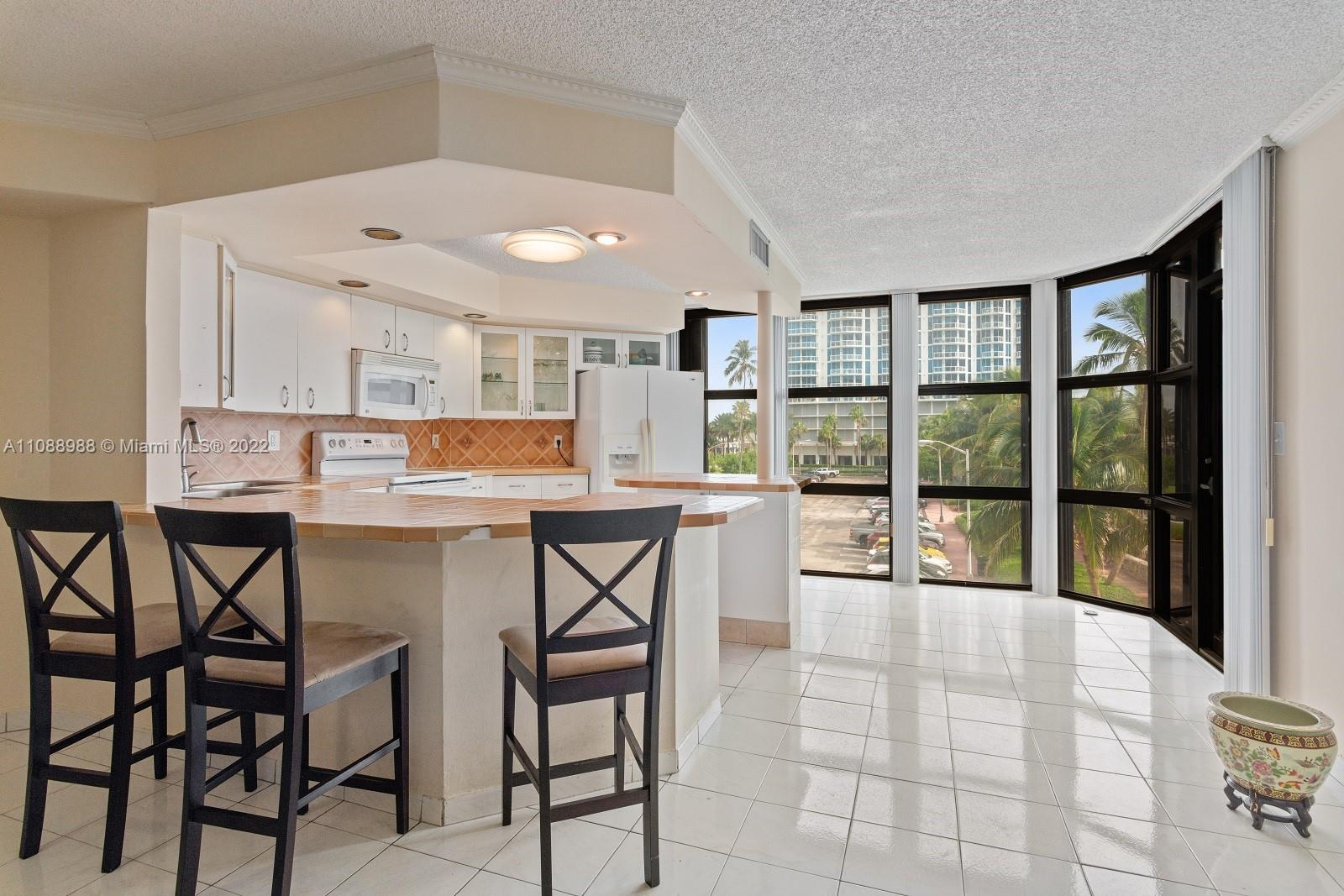 6423 Collins Ave #308 photo08
