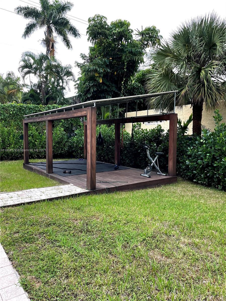 Mid Golf - 2133 Meridian Ave, Miami Beach, FL 33139