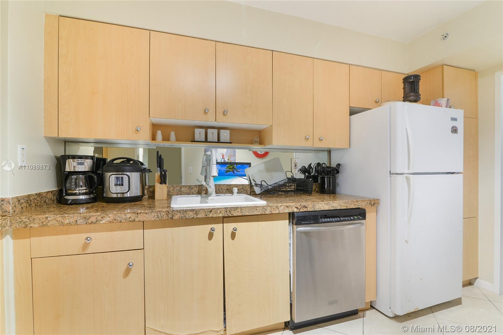 9195 Collins Ave #409 photo04