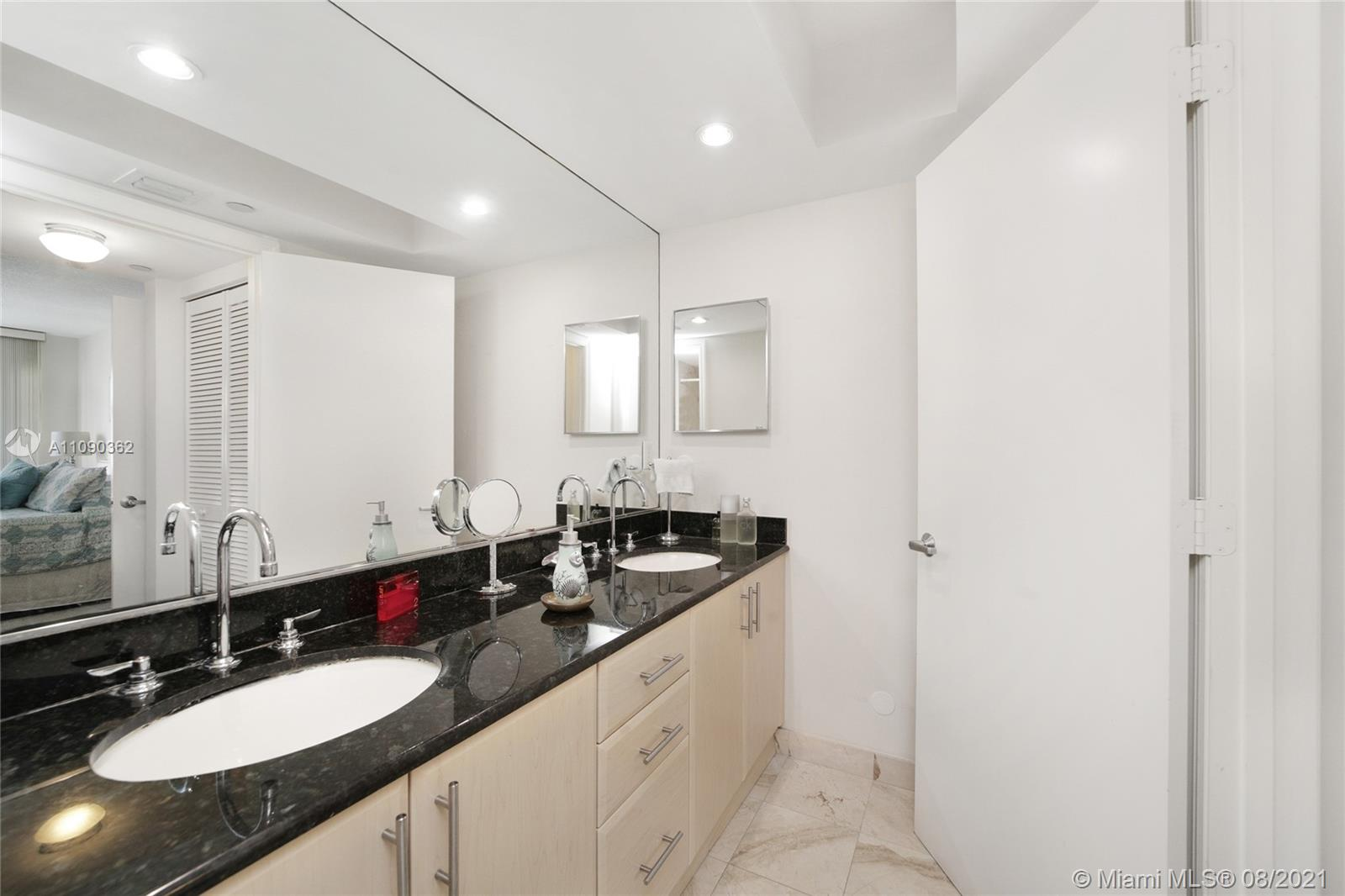6917 Collins Ave #1006 photo018