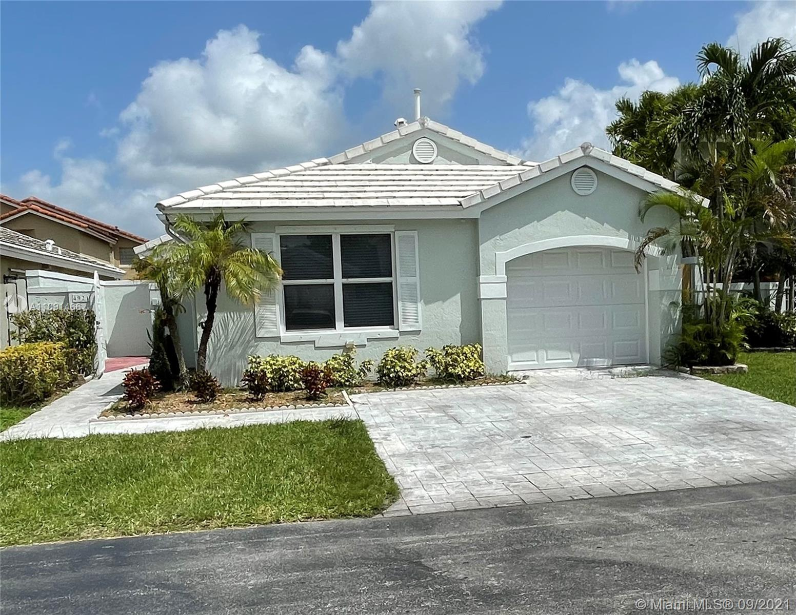 Lakes Of The Meadow - 4921 SW 154th Pl, Miami, FL 33185