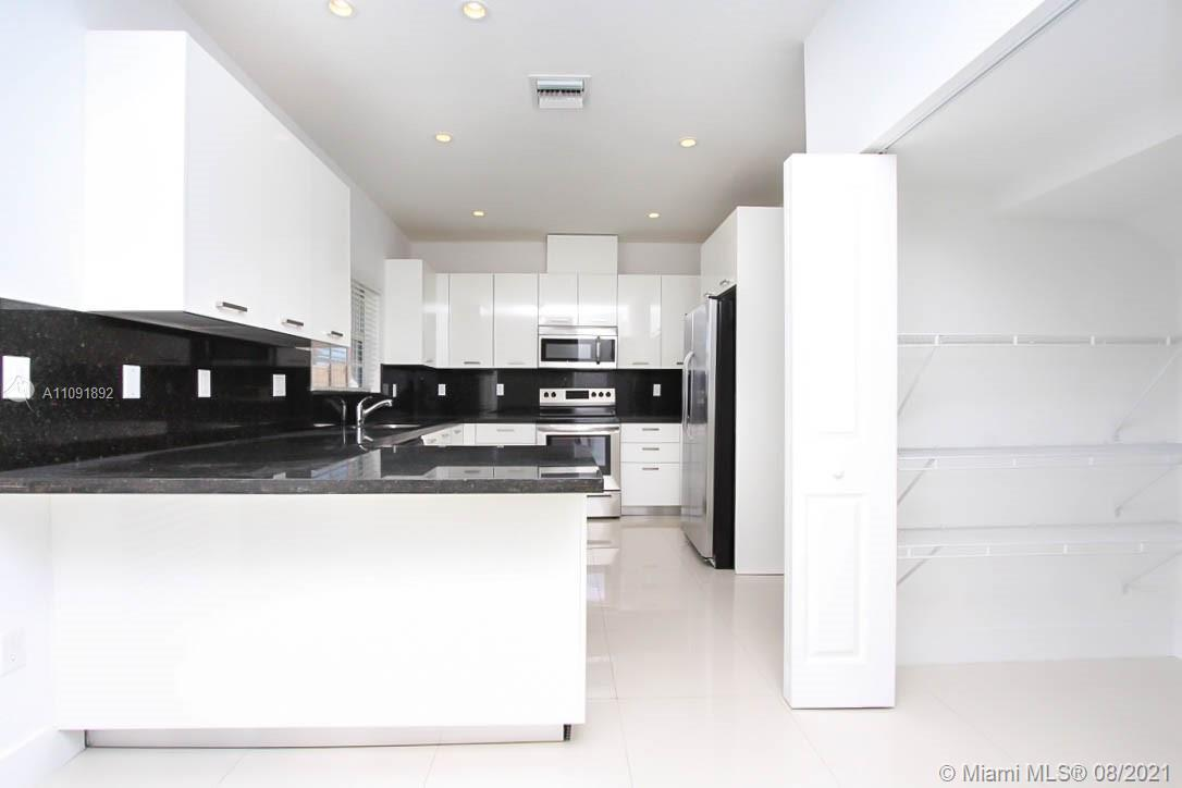Single Family Home For Rent SAYMER SUBDIVISON3,191 Sqft