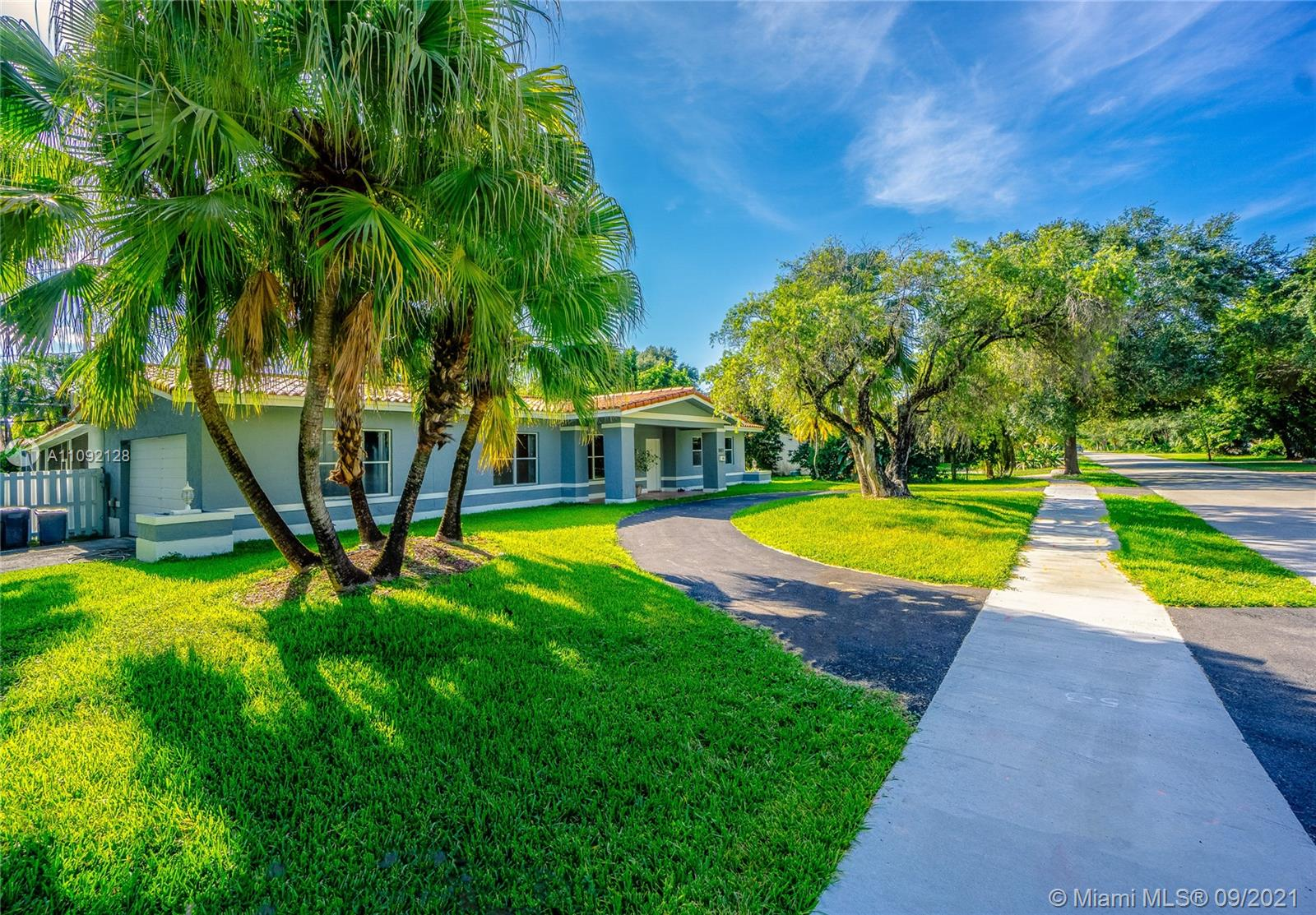 Single Family Home,For Sale,9801 SW 73rd Ct, Pinecrest, Florida 33156,Brickell,realty,broker,condos near me