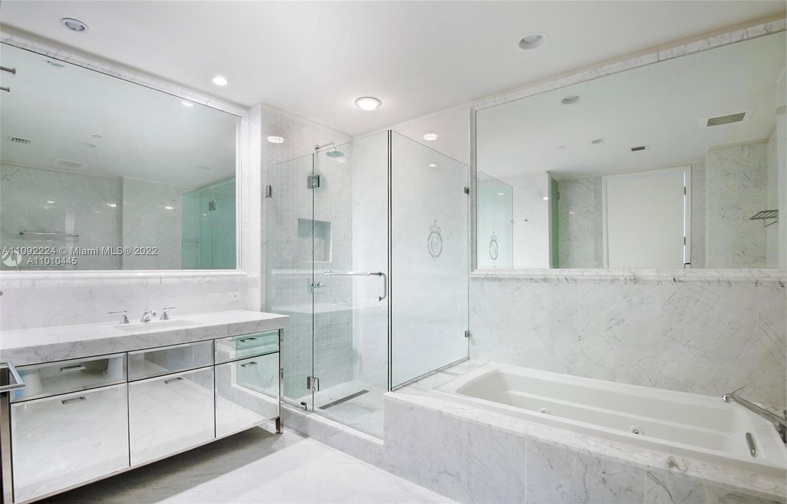 17475 Collins Ave #903 photo06