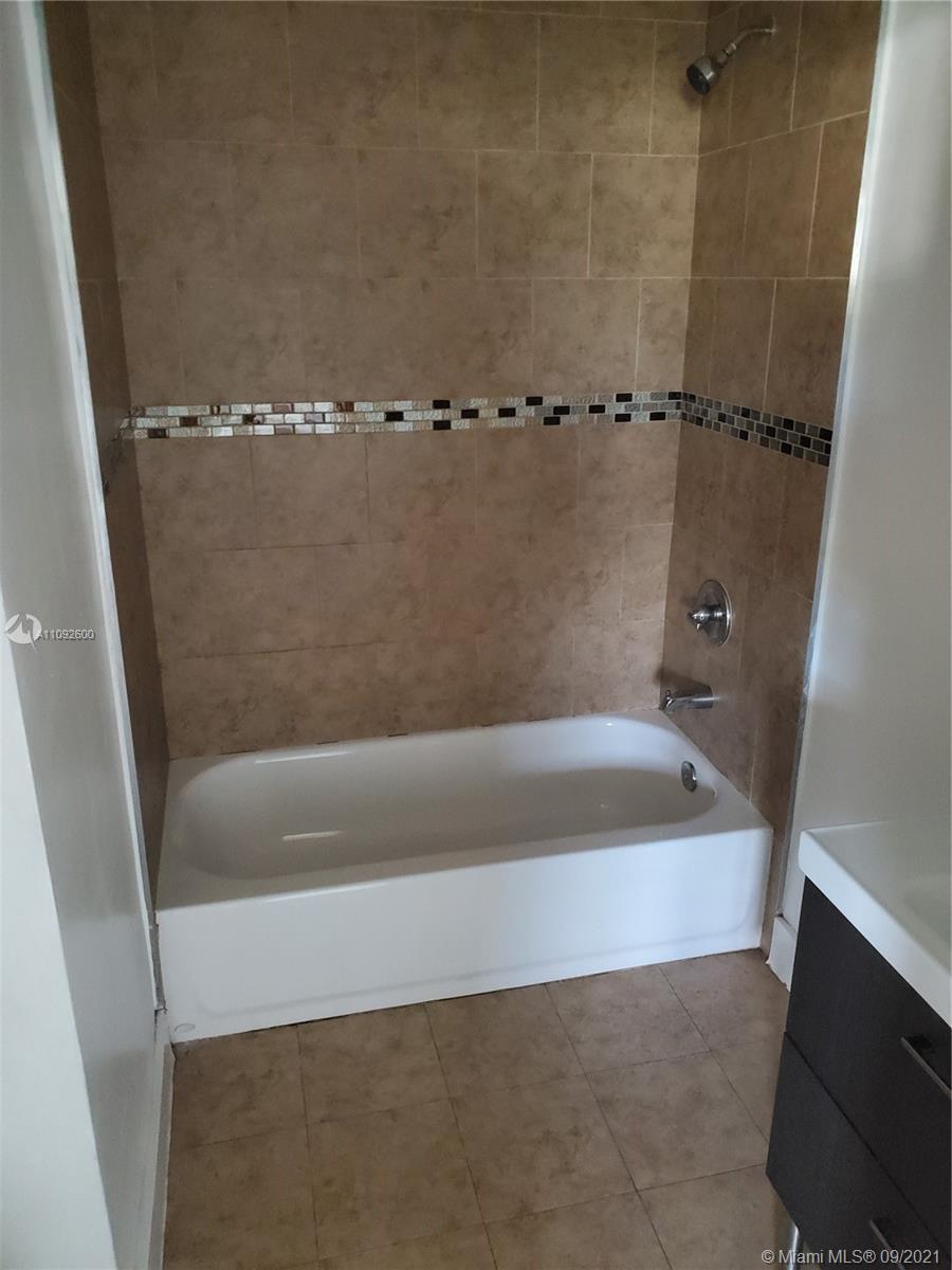 7612 Granada Blvd photo08