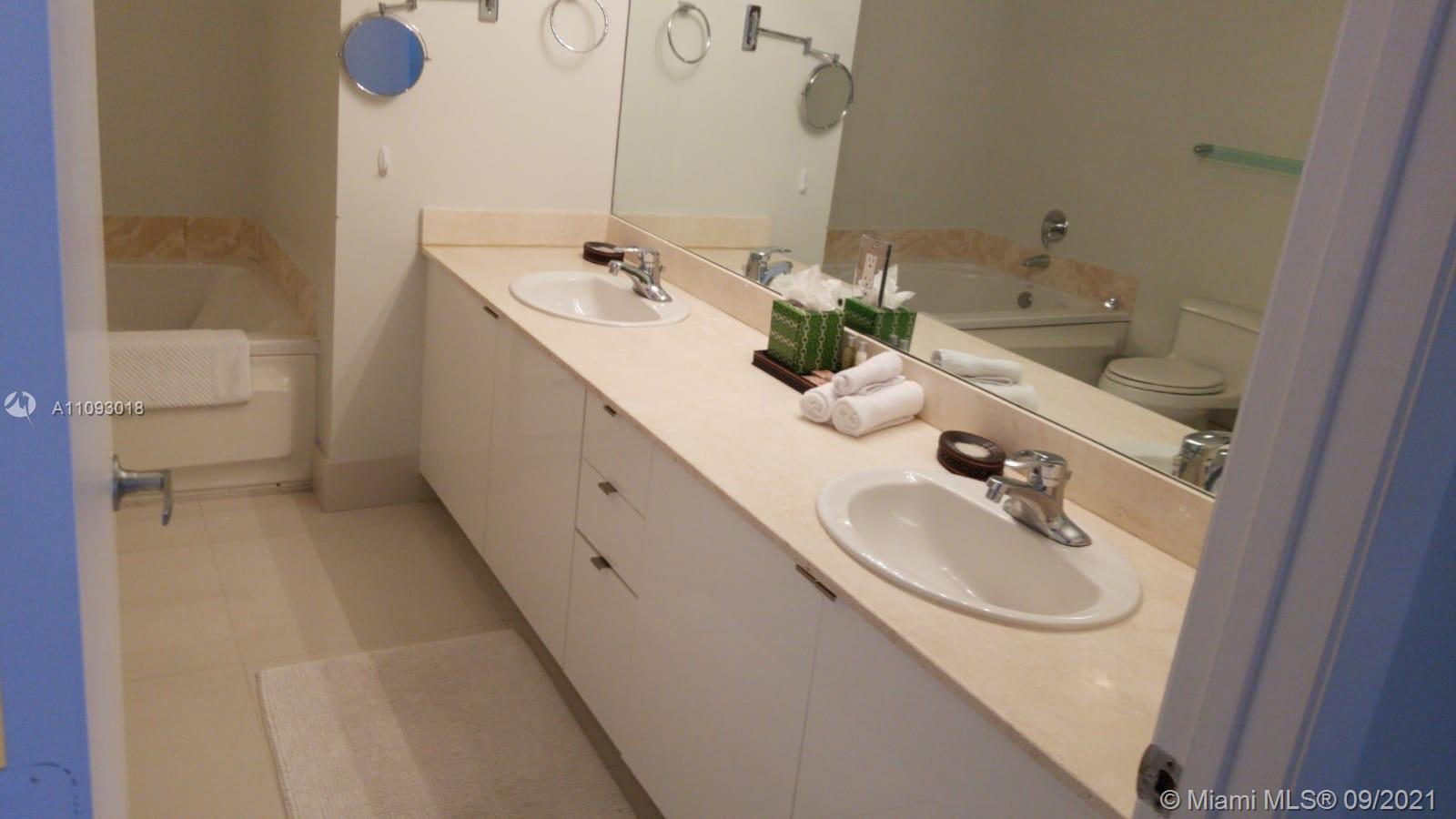 17375 Collins Ave #2303 photo09