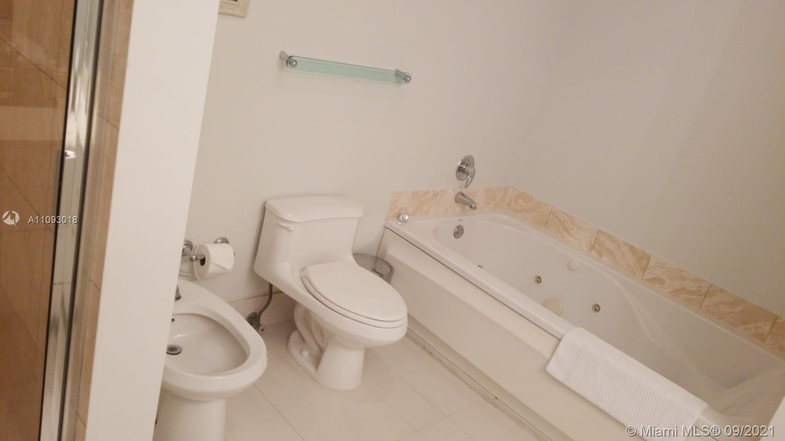 17375 Collins Ave #2303 photo08