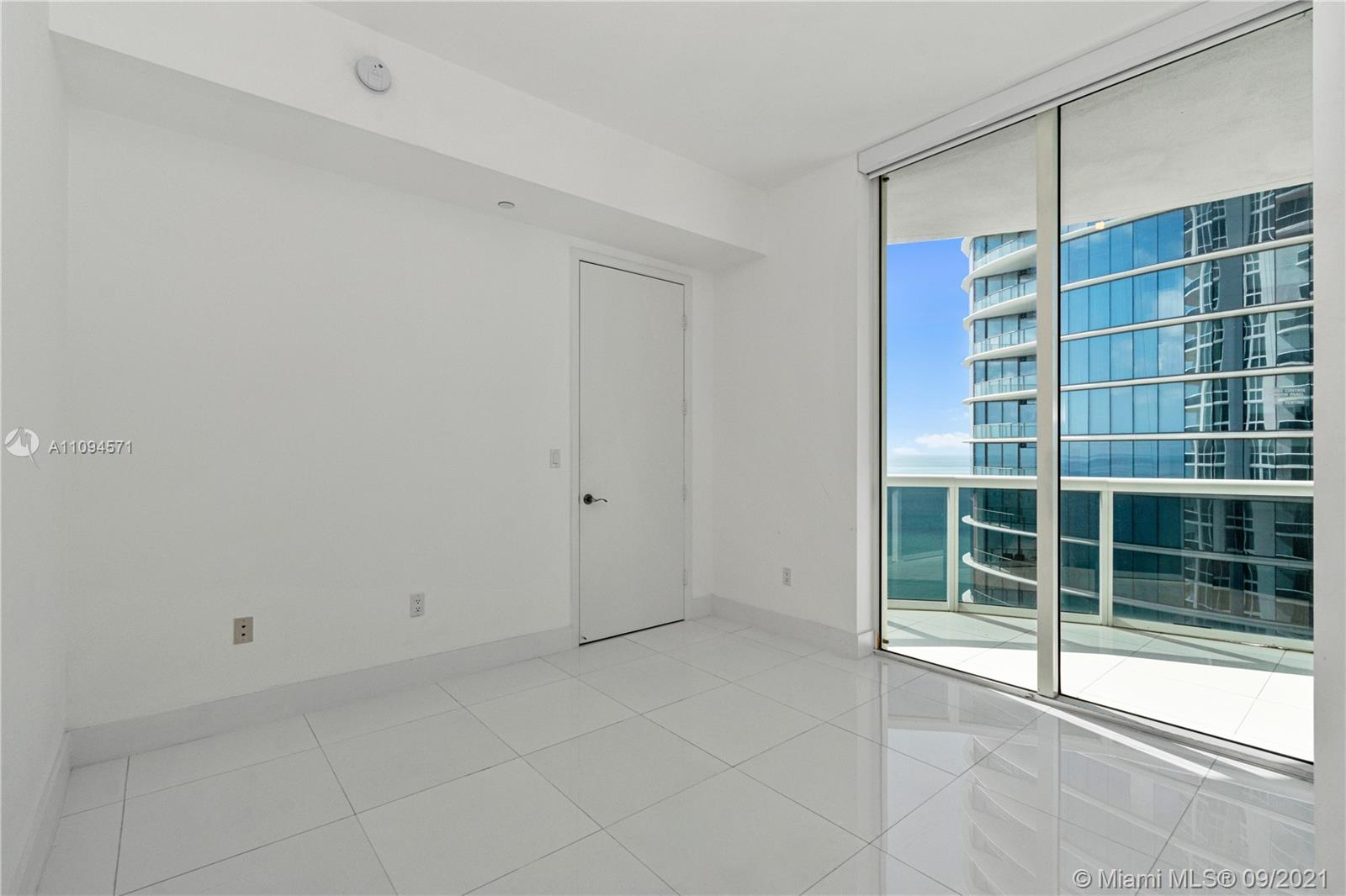 15811 Collins Ave #1802 photo020