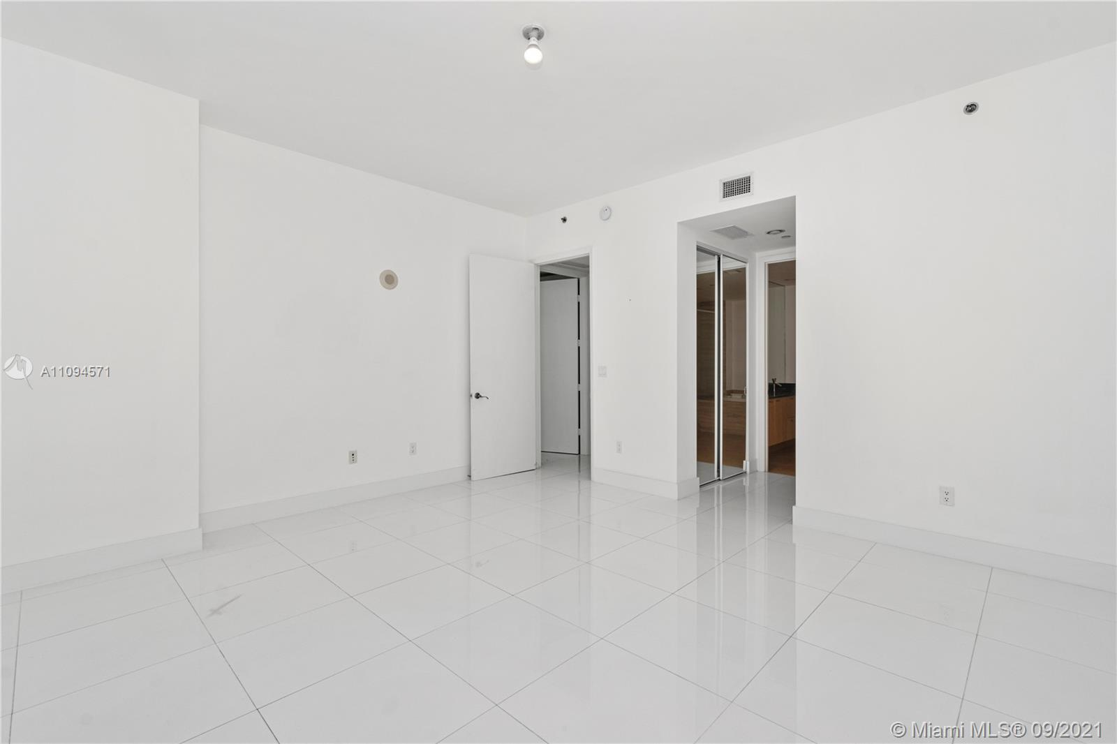 15811 Collins Ave #1802 photo015
