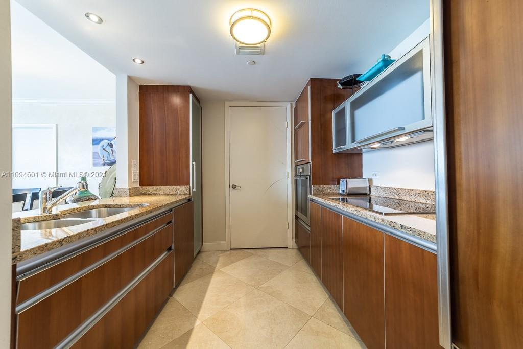 17201 Collins Ave #1005 photo05