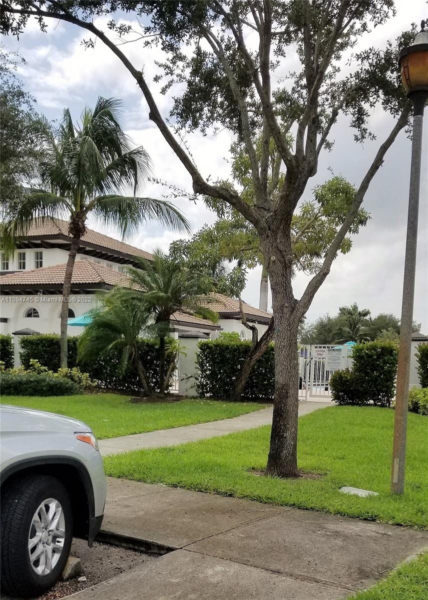 11400 NW 76th Ter photo03