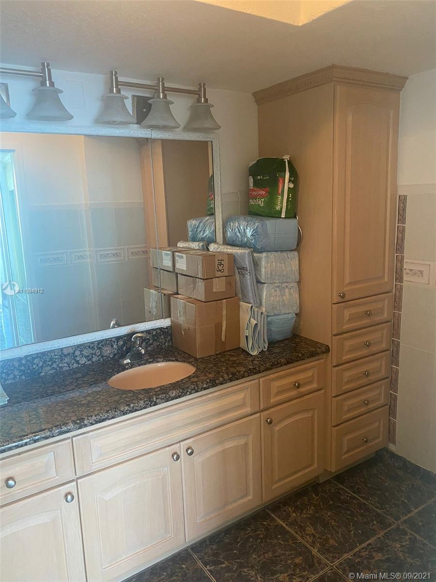 5401 Collins Ave #834 photo022