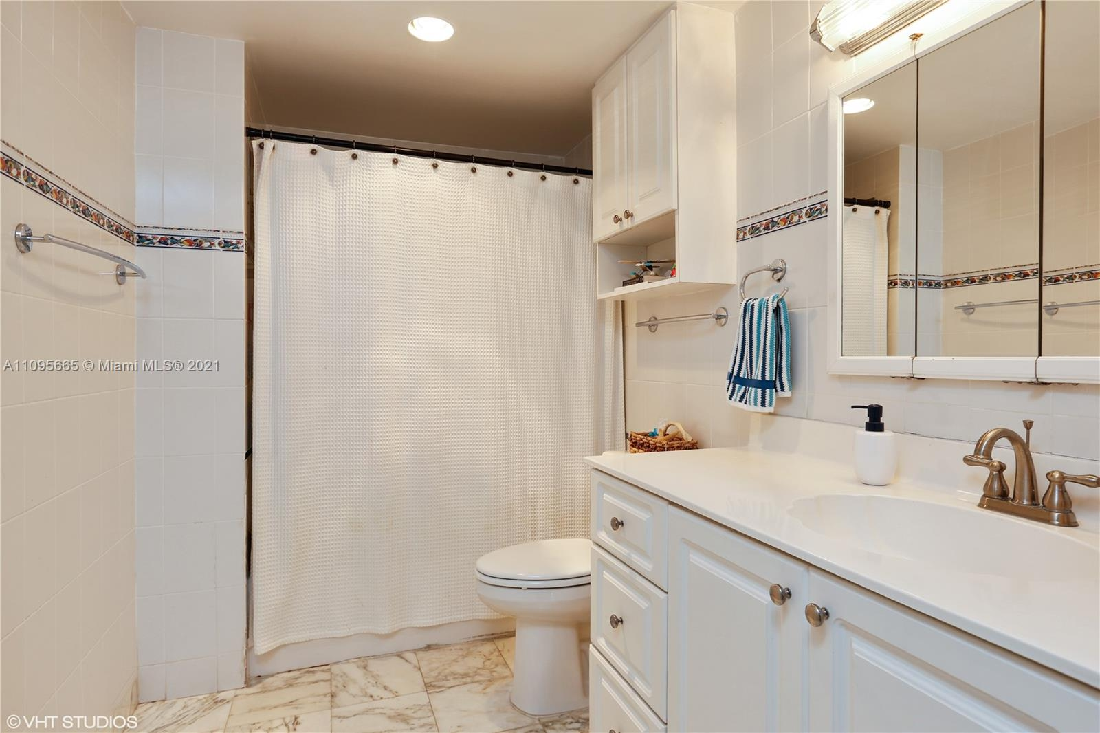 5825 W Collins Ave #4A photo07