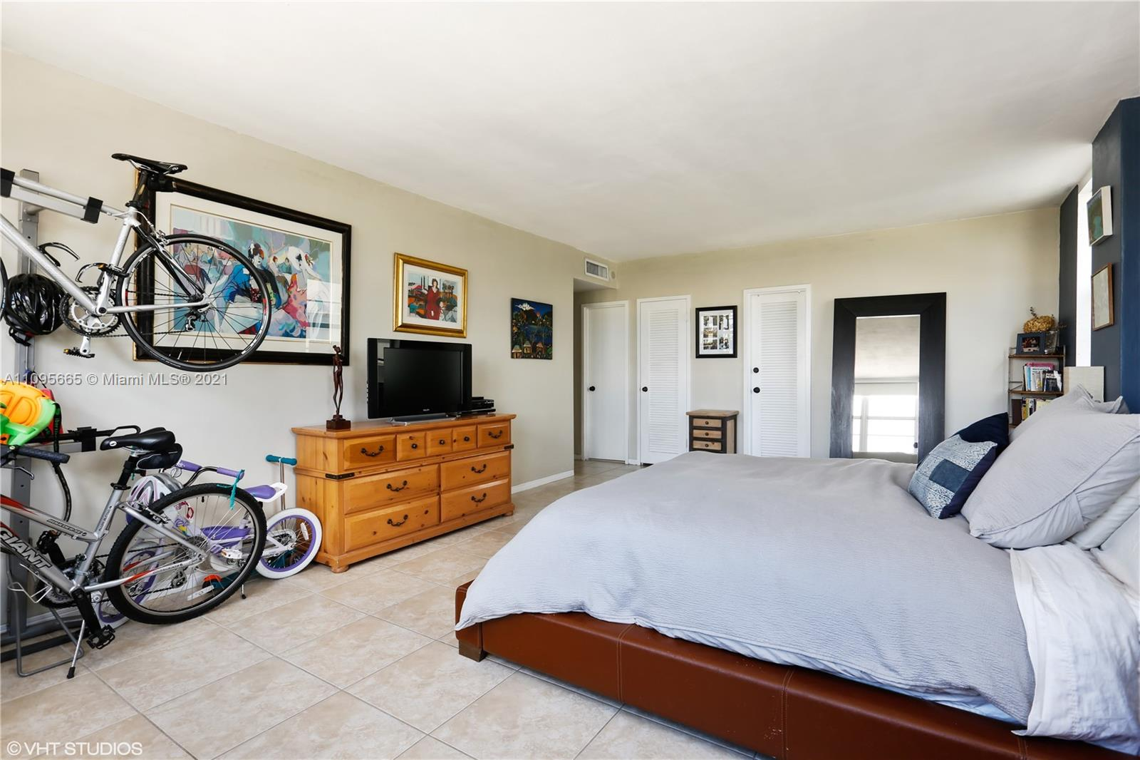 5825 W Collins Ave #4A photo04