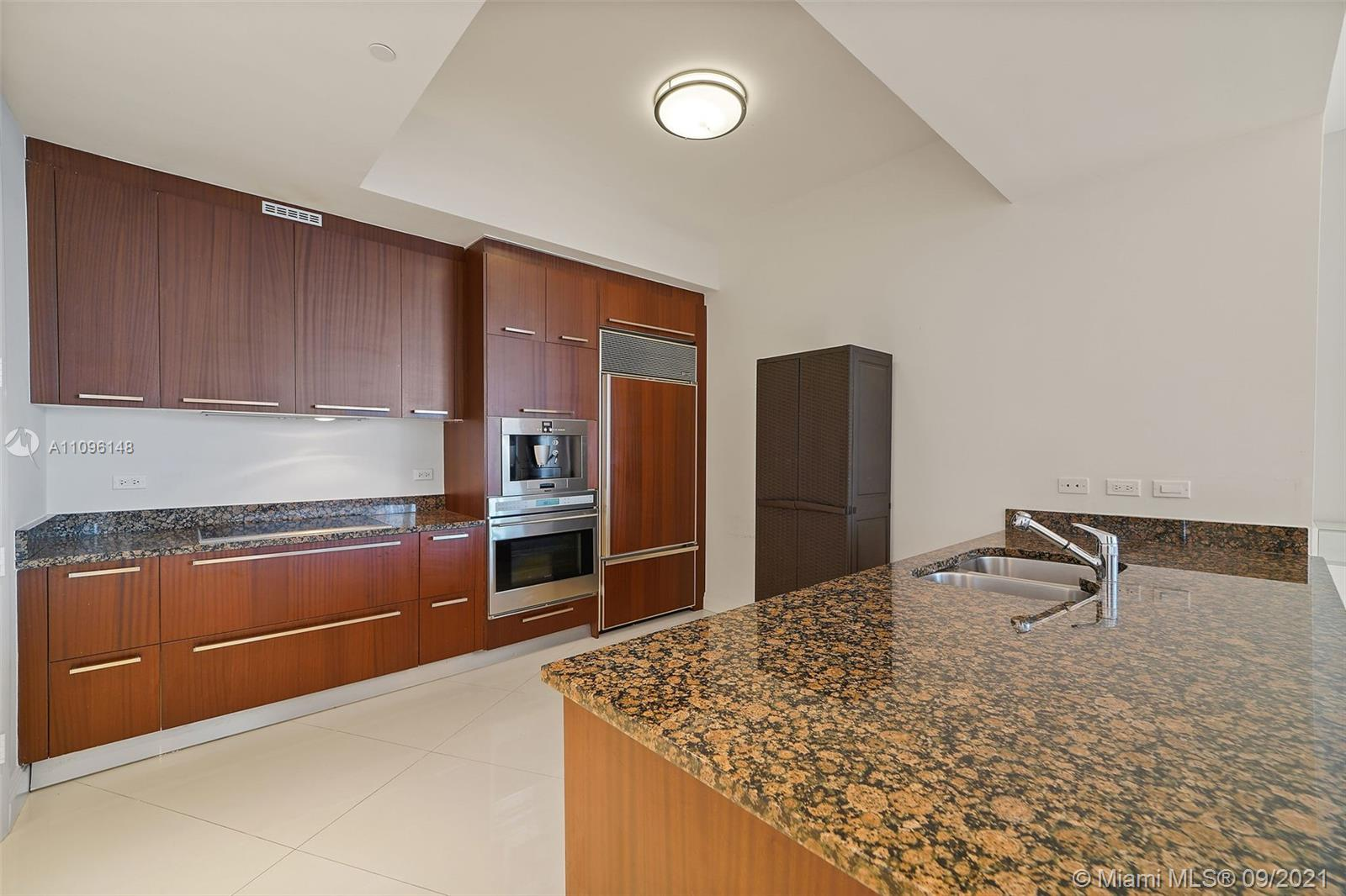 16001 Collins Ave #507 photo02
