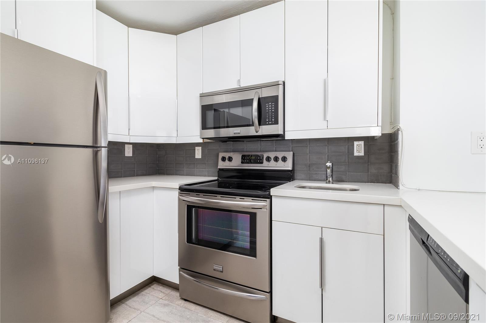 2899 Collins Ave #1029 photo06