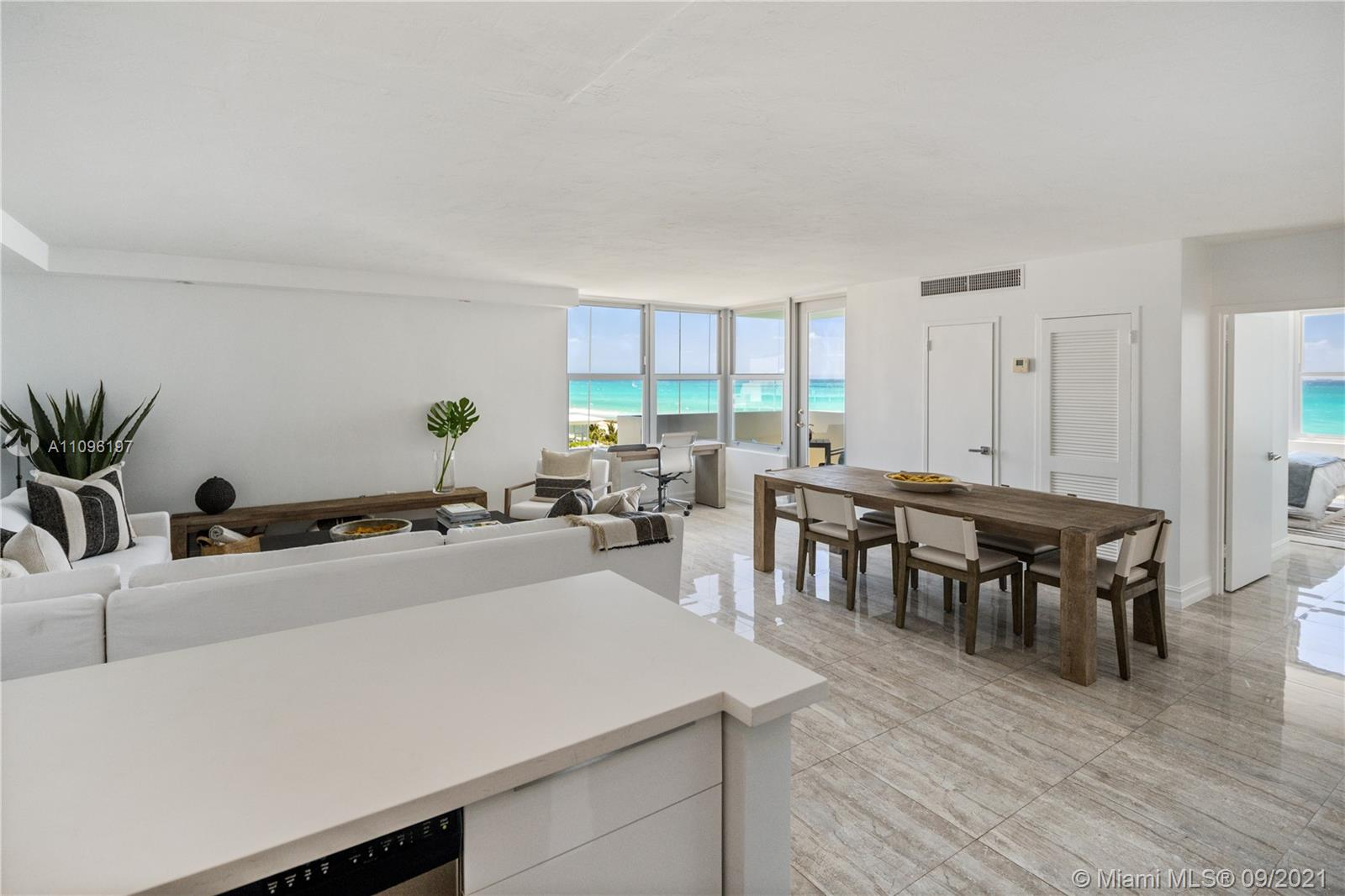 2899 Collins Ave #1029 photo03