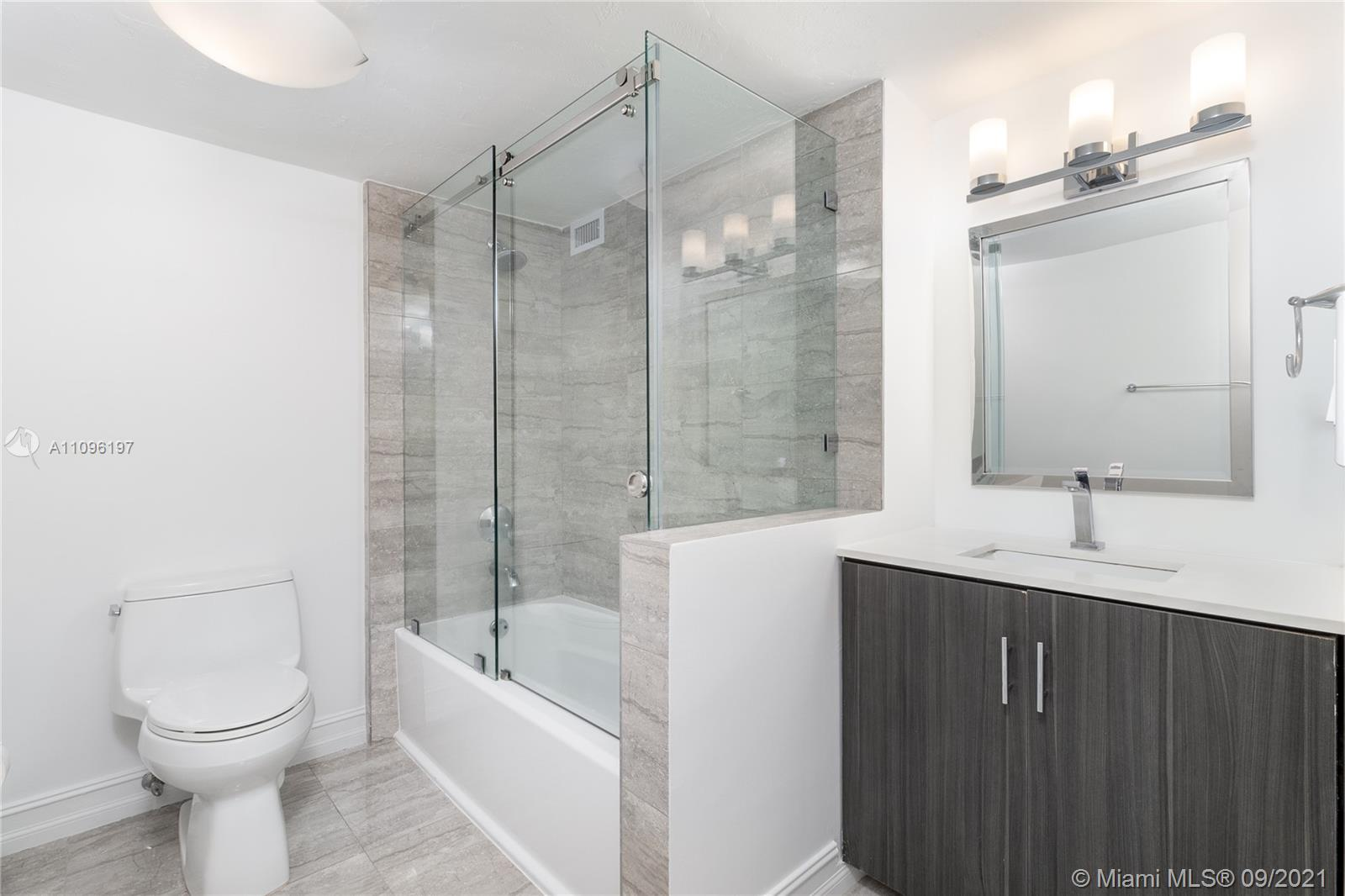 2899 Collins Ave #1029 photo019